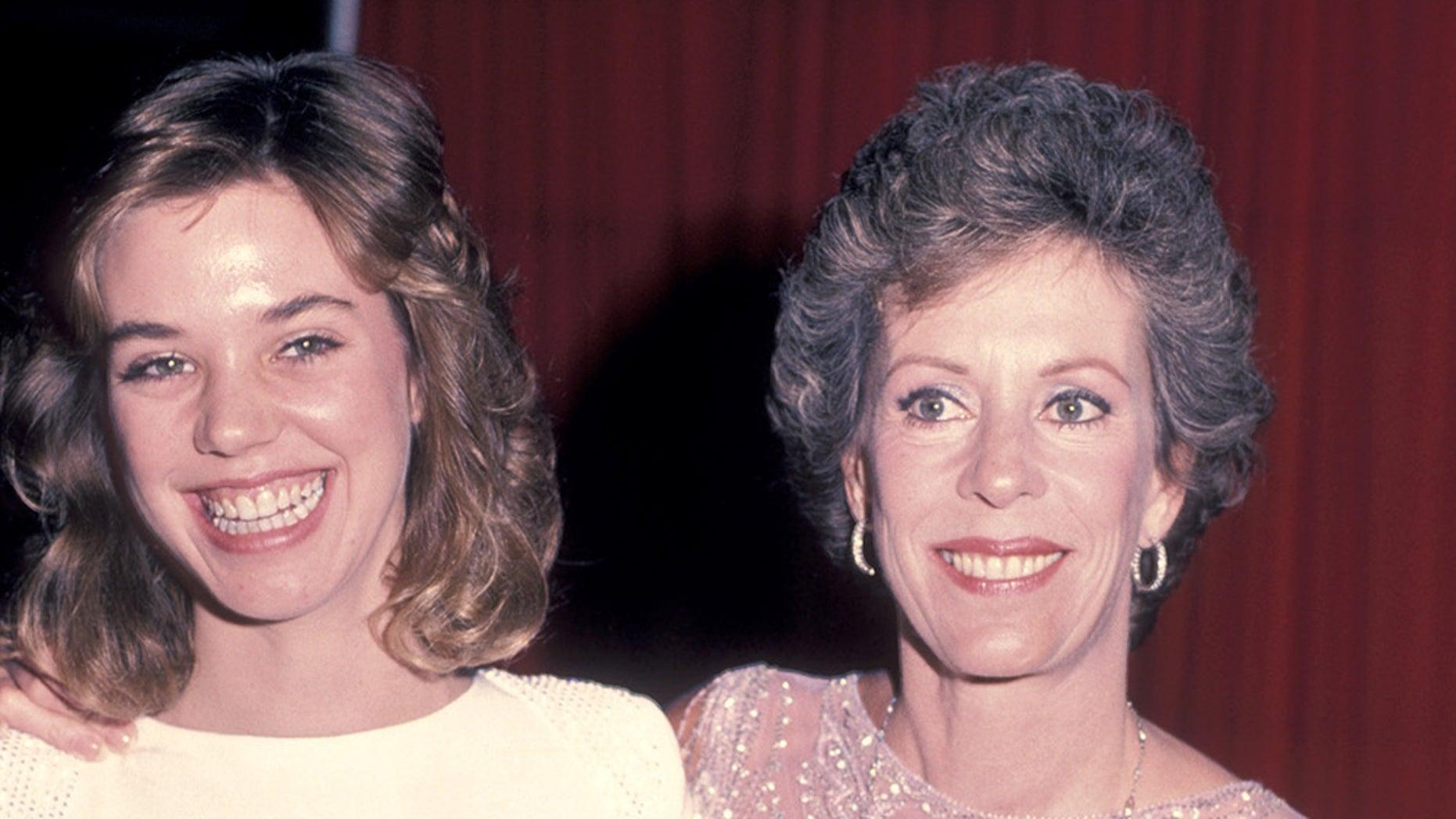 Carol Burnett with her daughter Carrie Hamilton in 1983.