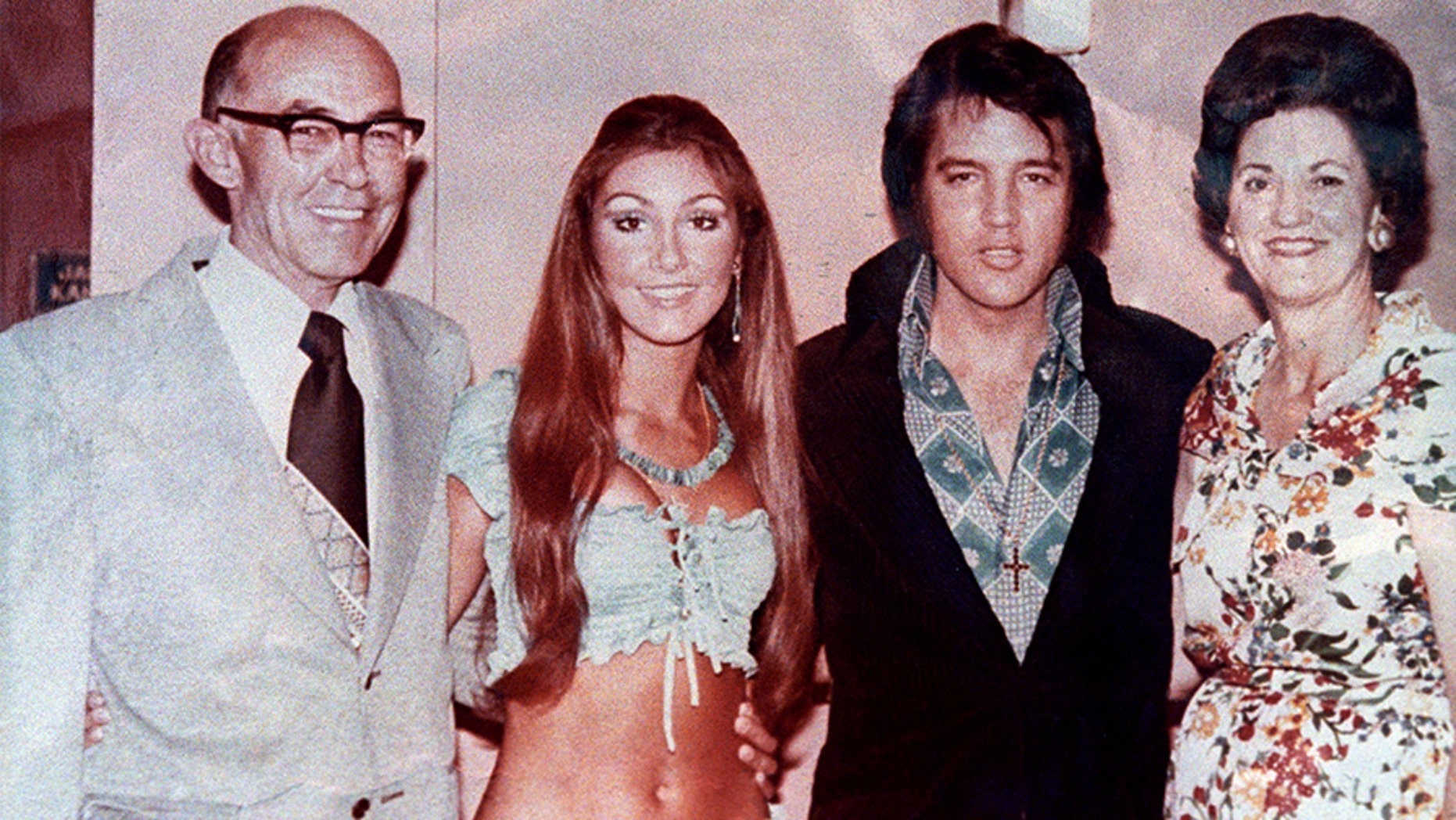 Linda Thompson (left) posing with her then-boyfriend Elvis Presley and her parents.