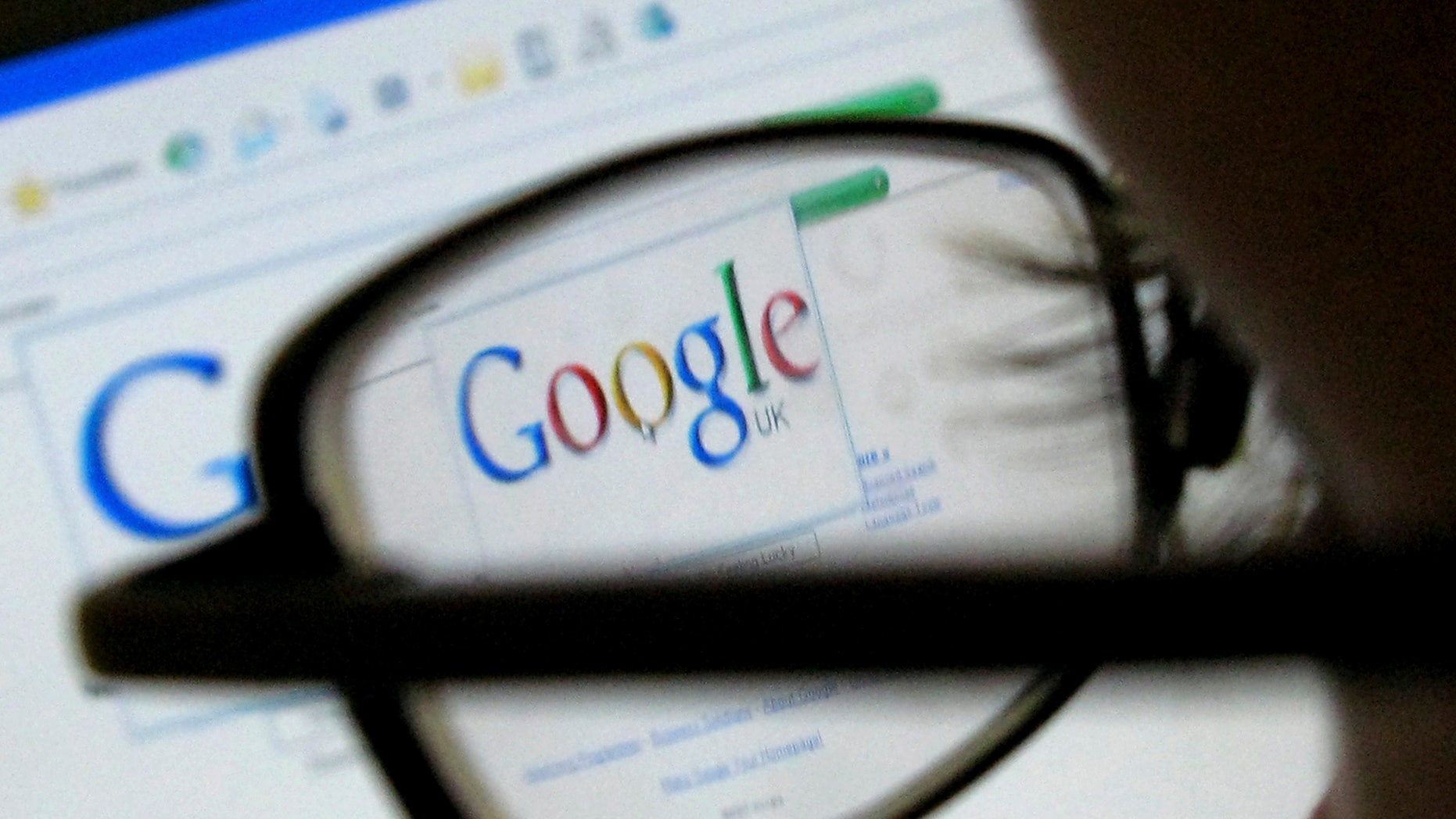 A Google search page is seen through the spectacles of a computer user in Leicester, central England July 20, 2007.  Web search leader Google reported on Thursday a 28 percent rise in profits that fell short of consensus expectations, as a recent jump in operating expenses offset market share gains against rivals.   REUTERS/Darren Staples  (BRITAIN)