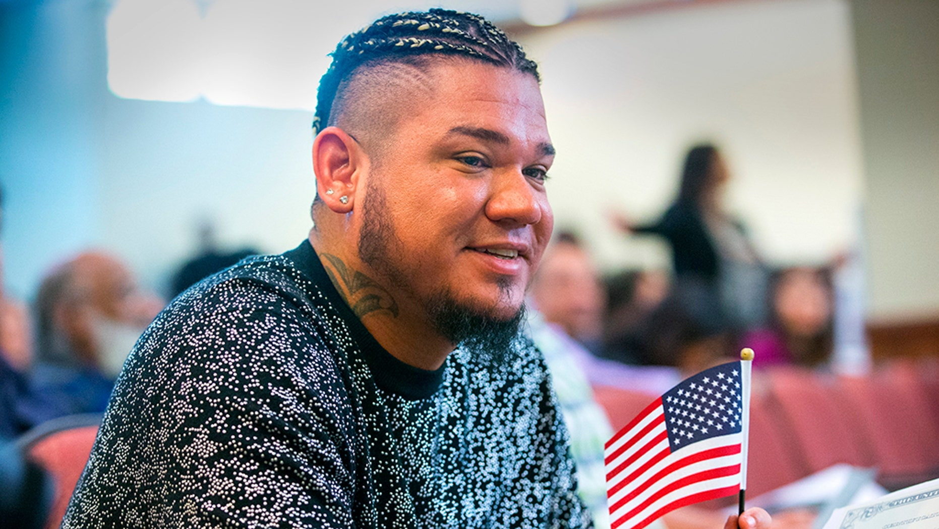 Seattle Mariners pitcher Felix Hernandez was sworn in as a U.S. citizen at the U.S. Citizenship and Immigration Services Field office in Tukwila, Wash., on Monday.