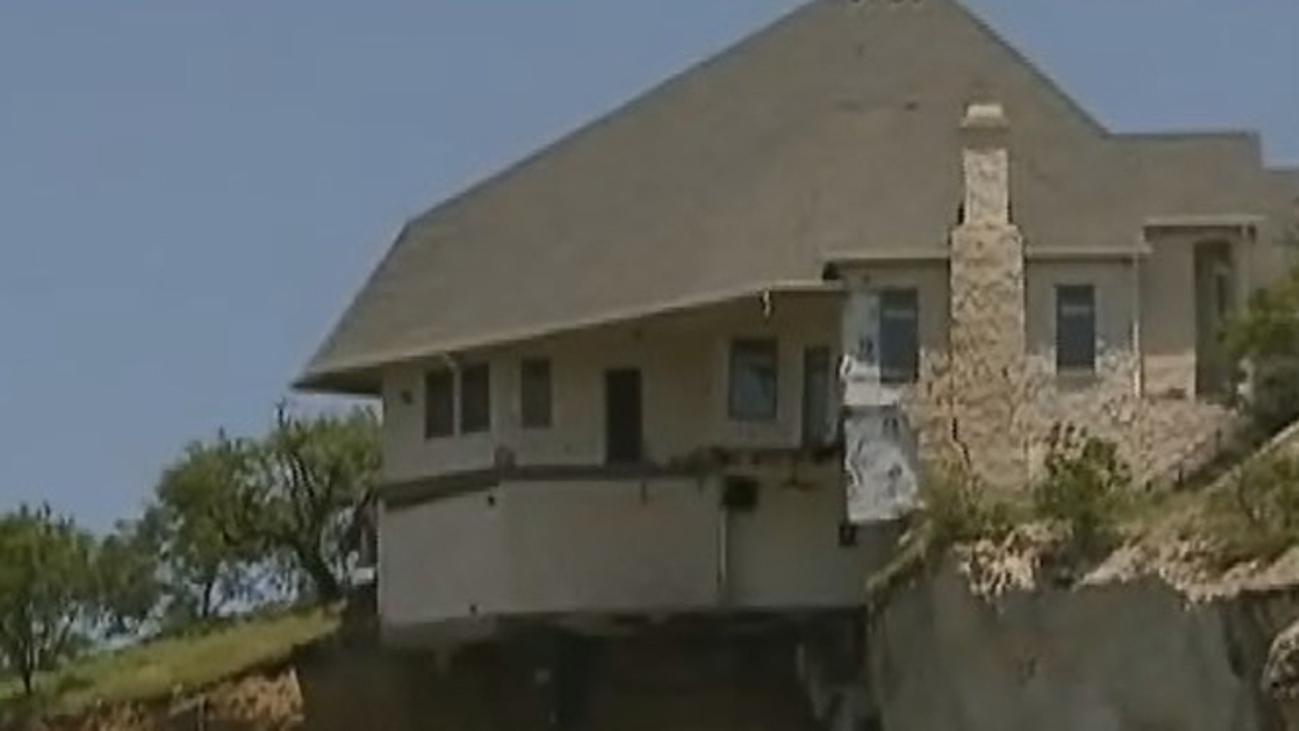 Engineers determined that burning down a house on a Texas cliff is the best way to destroy the home.