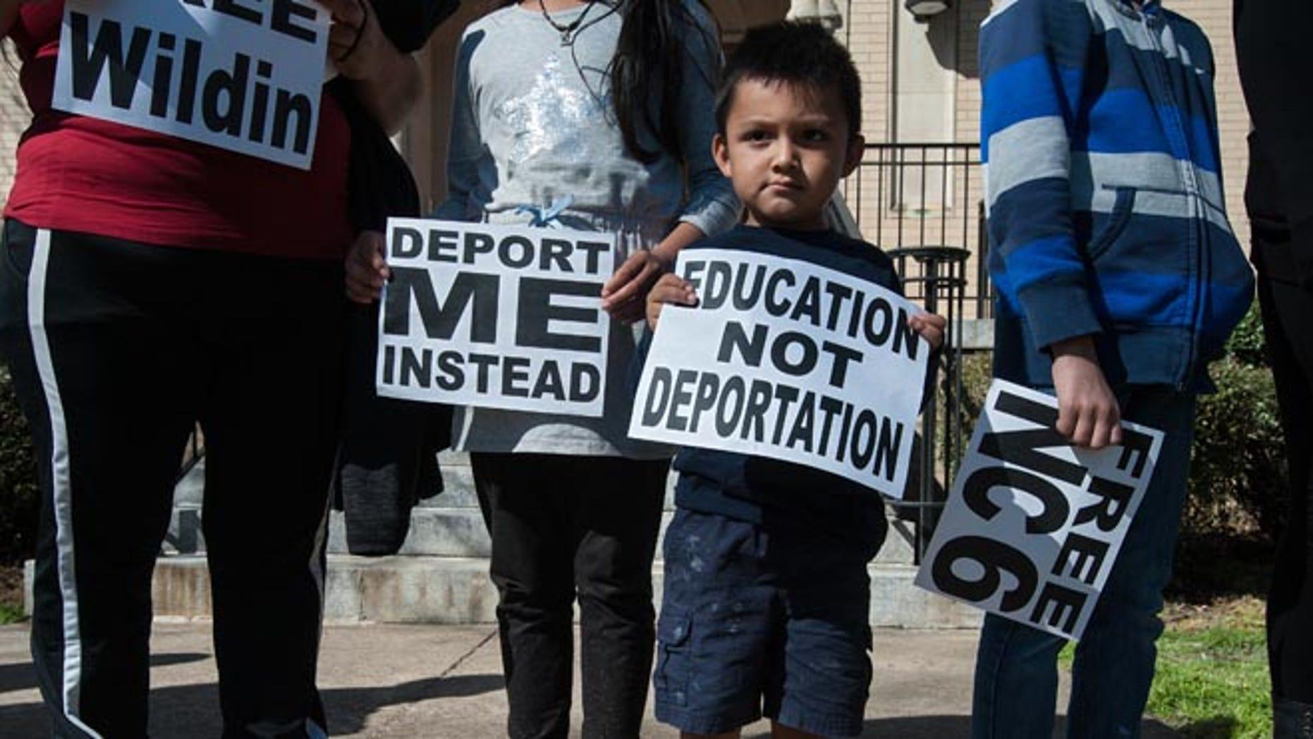 Nc Town Rallies Behind Honduran Teen Who Faces Deportation Despite