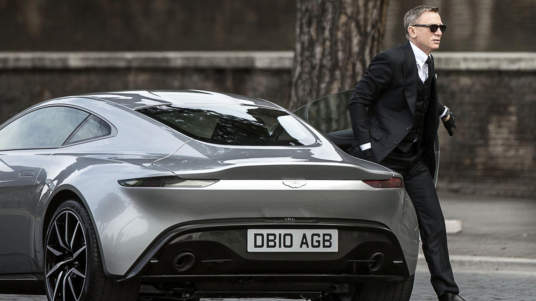 """Daniel Craig during the shooting of the latest James Bond movie, """"Spectre,"""" in Rome, Feb. 21, 2015."""