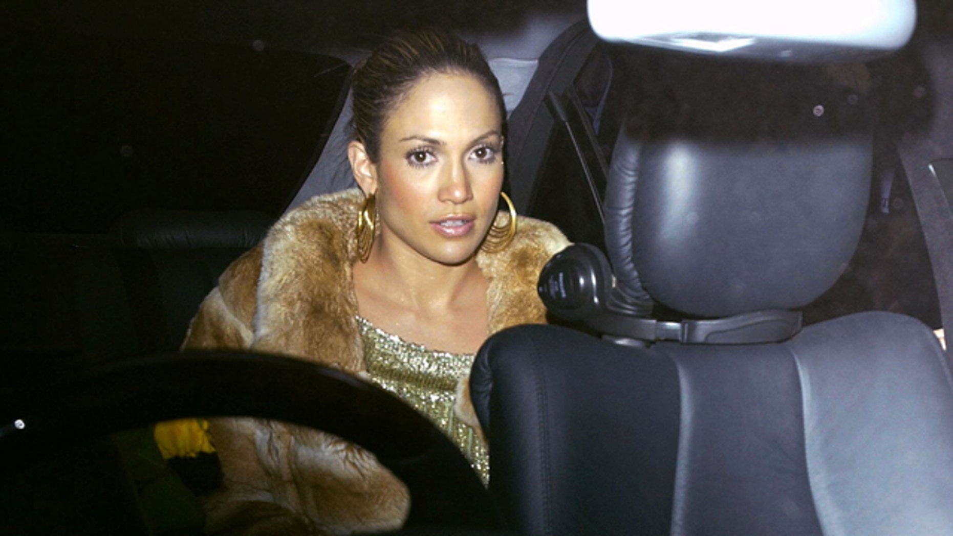 LONDON - FEBRUARY 26:  Actress Jennifer Lopez sits in a car after leaving Mezzo restaurant February 26, 2003 in London, England.  (Photo by Bruno Vincent/Getty Images)