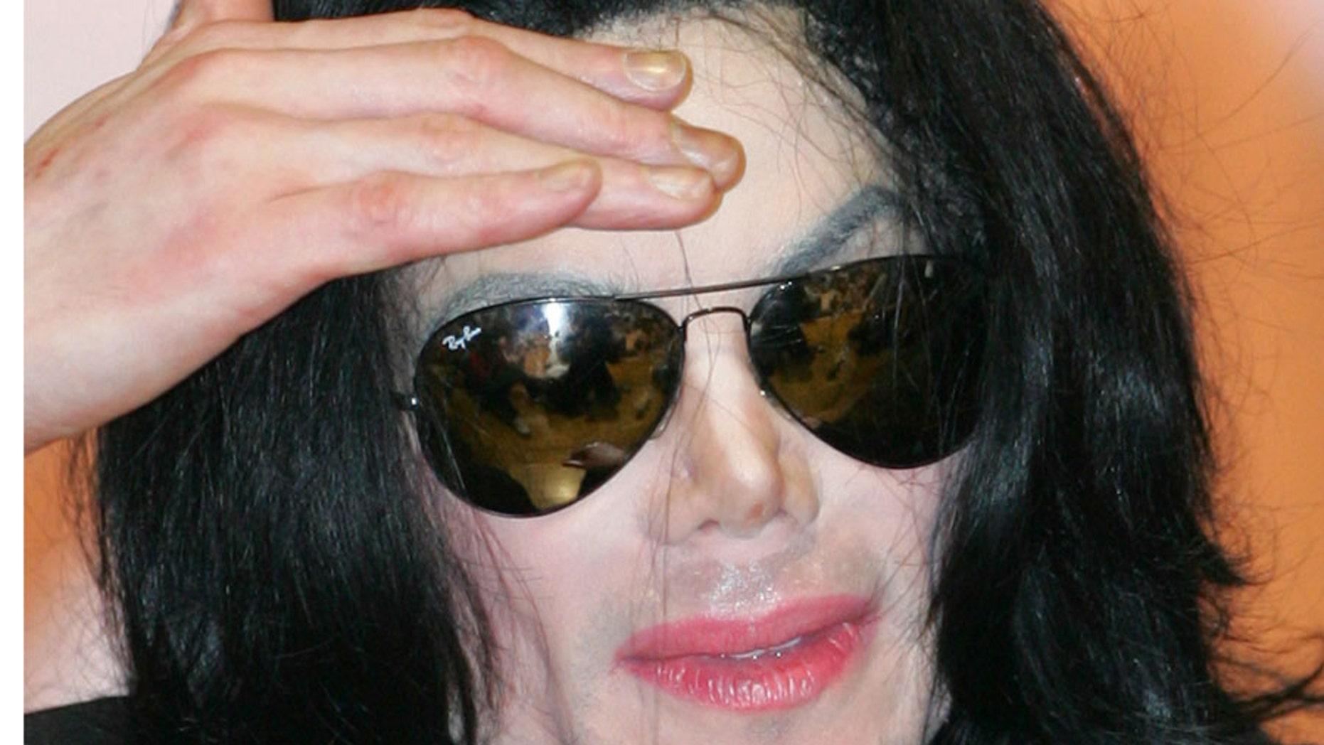 Pop star Michael Jacksone in Tokyo May 28, 2006. REUTERS/Issei Kato
