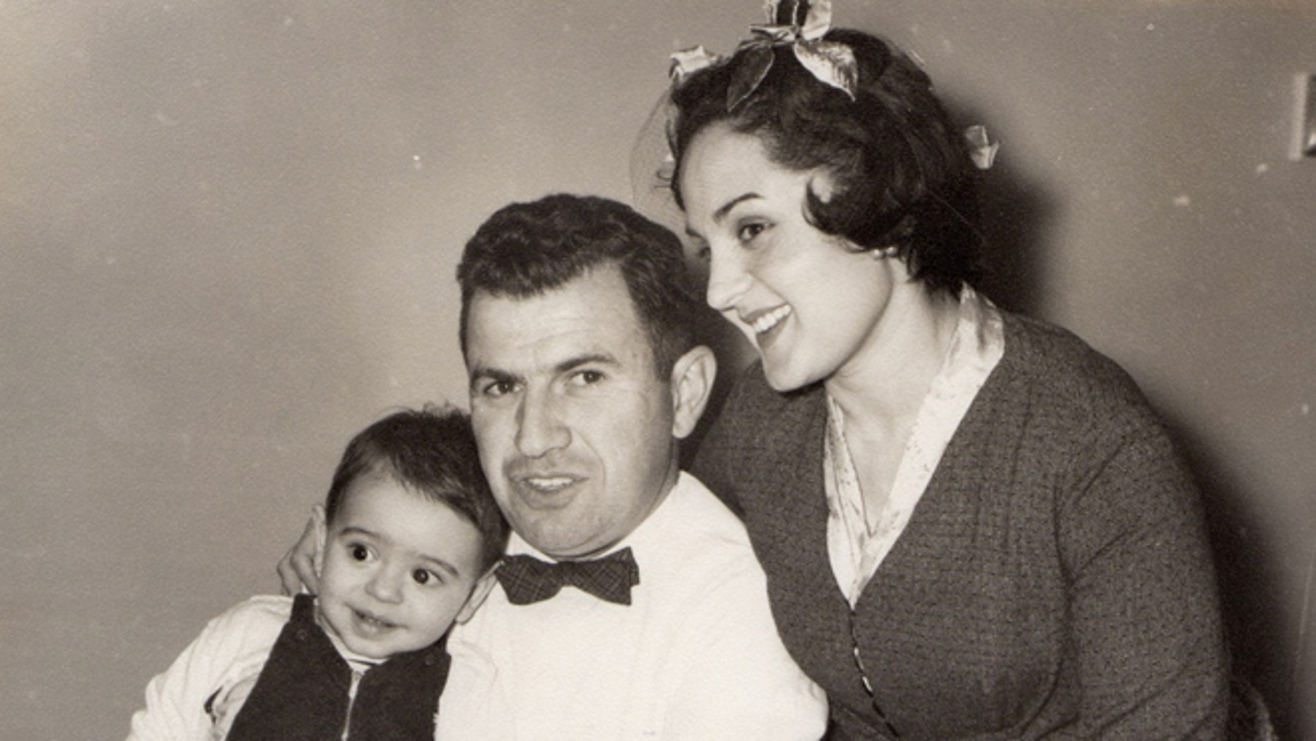 Alberto Vourvoulias-Bush (left) with his father, Jason L. Vourvoulias, and mother, Joyce Bush Vourvoulias in Mexico City in 1959. (Photo: Courtesy of Alberto Vourvoulias-Bush)