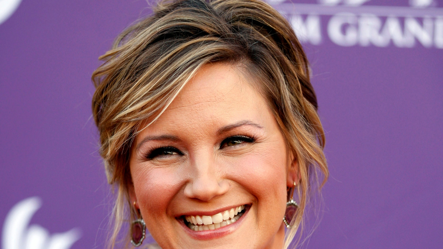Country singer Jennifer Nettles, of musical group Sugarland, arrives at the 47th Annual Academy of Country Music Awards on April 1, 2012.