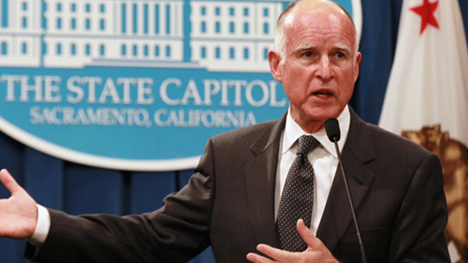 JANUARY 10:  California Governor Jerry Brown speaks to reporters as he announces his proposed budget at the California State Capitol on January 10, 2011 in Sacramento, California. (Photo by Justin Sullivan/Getty Images)