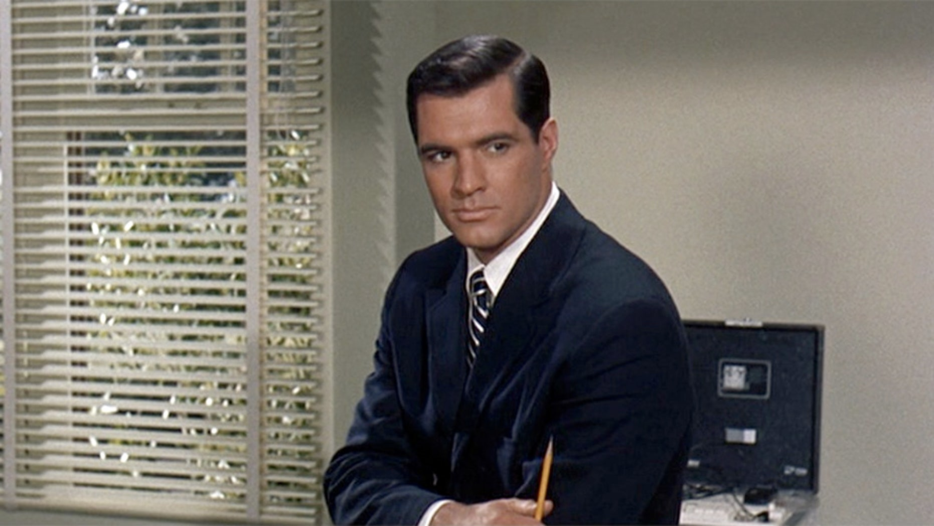 Movie star John Gavin has passed away at age 86.