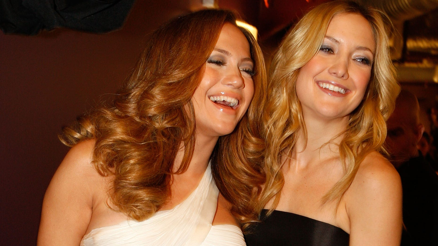 "HOLLYWOOD - DECEMBER 02:  Singer Jennifer Lopez and actress Kate Hudson backstage at ""Movies Rock"" A Celebration Of Music In Film held at the Kodak Theatre on December 2, 2007 in Hollywood, California. Movies Rock will be broadcast December 7, 2007 on CBS.  (Photo by Mark Mainz/Getty Images for Conde Nast Media Group)"