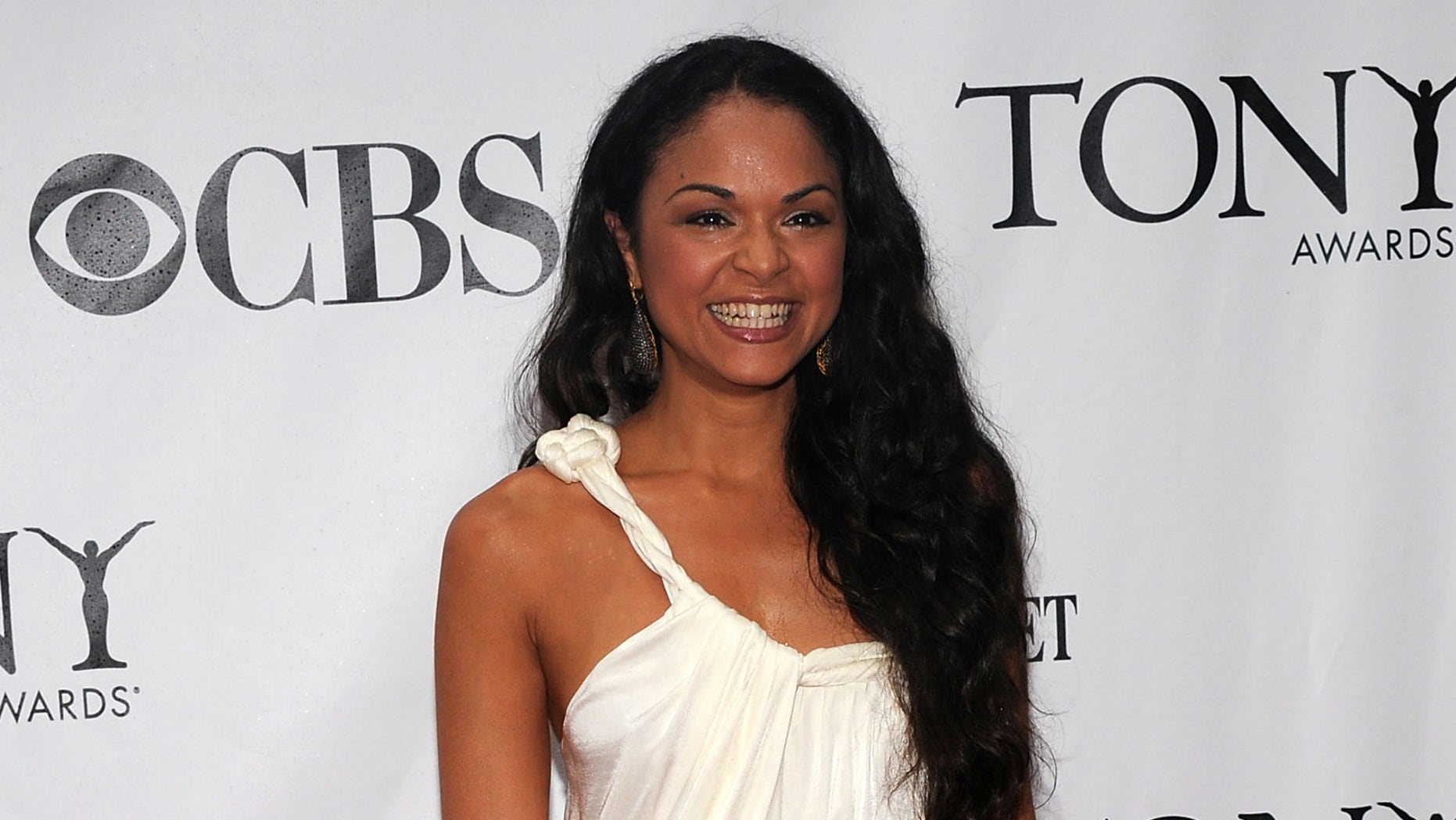 NEW YORK - JUNE 13:  Actress Karen Olivo attends the 64th Annual Tony Awards at Radio City Music Hall on June 13, 2010 in New York City.  (Photo by Bryan Bedder/Getty Images)