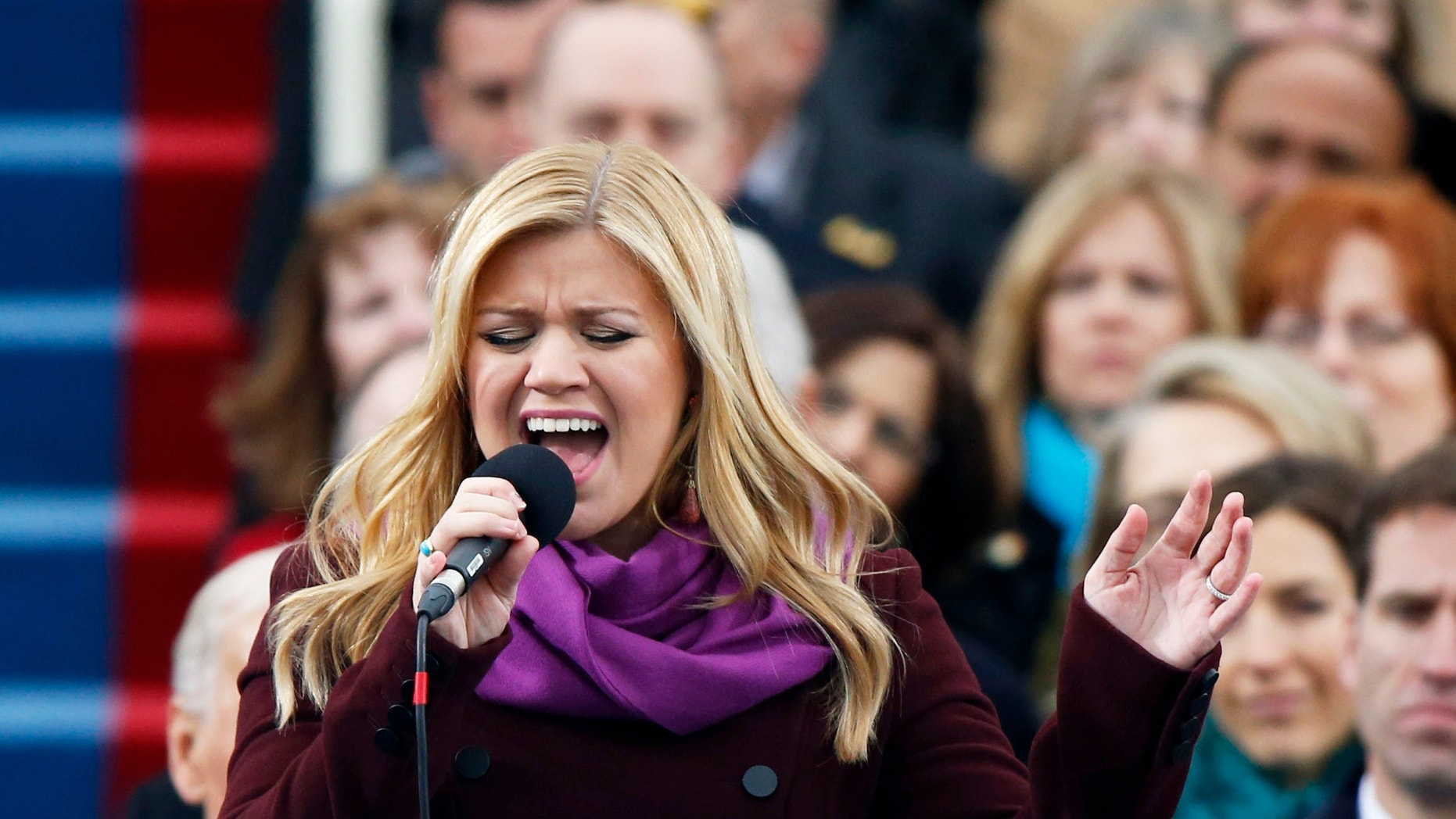 "Kelly Clarkson sings ""My Country 'Tis of Thee"" during swearing-in ceremonies for U.S. President Barack Obama on the West front of the U.S Capitol in Washington, January 21, 2013."