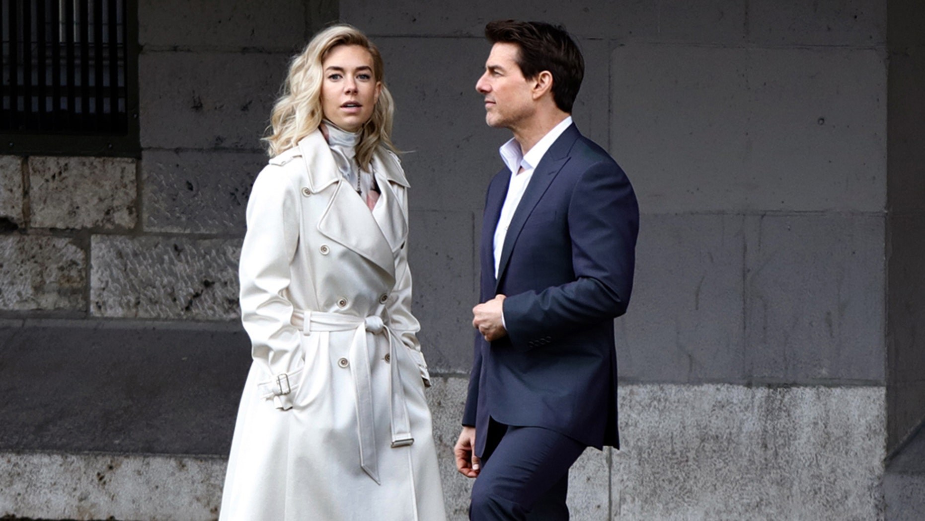May 2, 2017 - Paris, France - Tom Cruise seen kissing Vanessa Kirby during a scene for 'Mission Impossible 6' in Paris, France, on May 2, 2017. (Credit Image: © Mehdi Taamallah/NurPhoto via ZUMA Press)