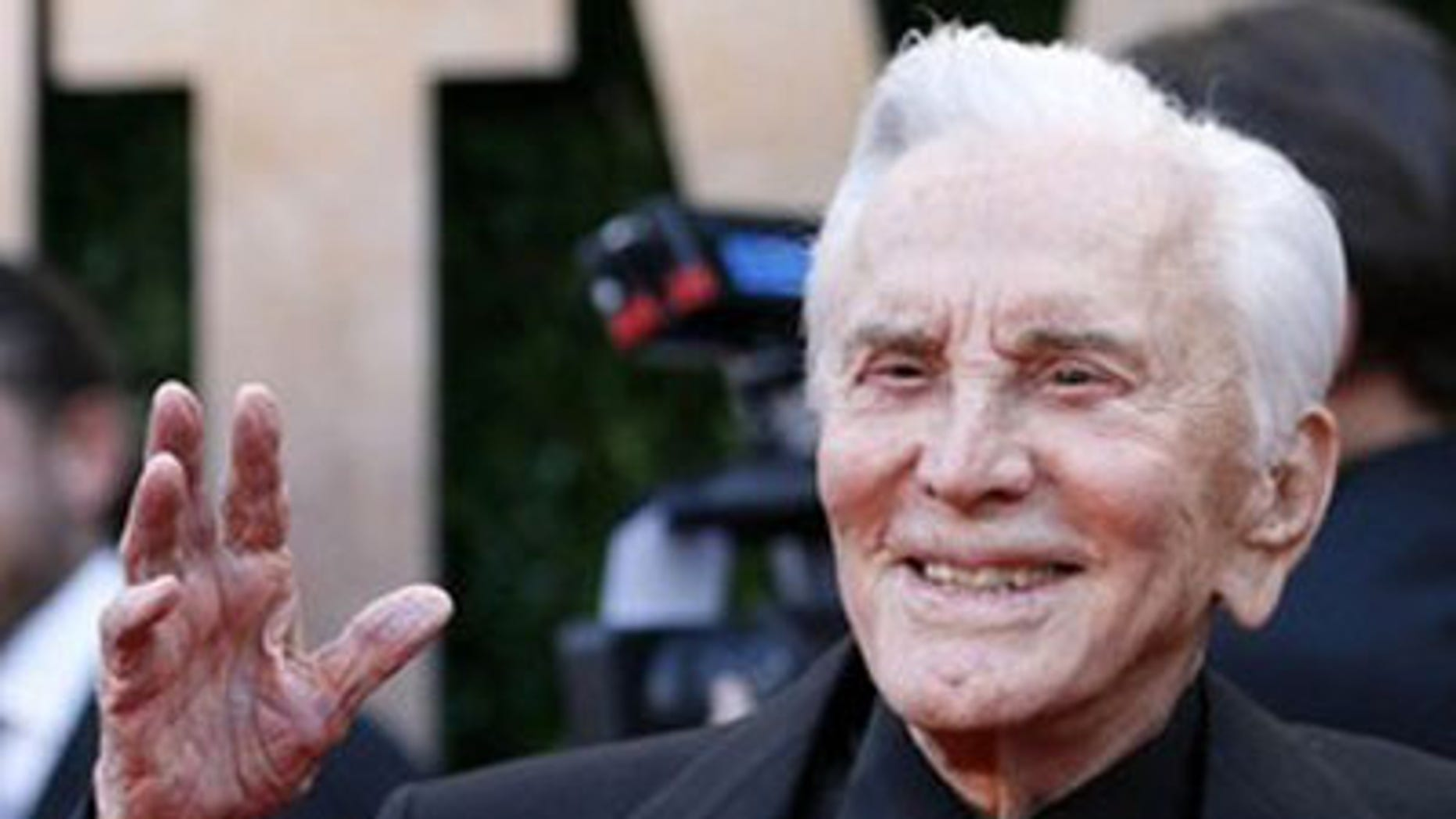 Kirk Douglas arrives at the 2010 Vanity Fair Oscar party in West Hollywood, California March 7, 2010. (REUTERS)