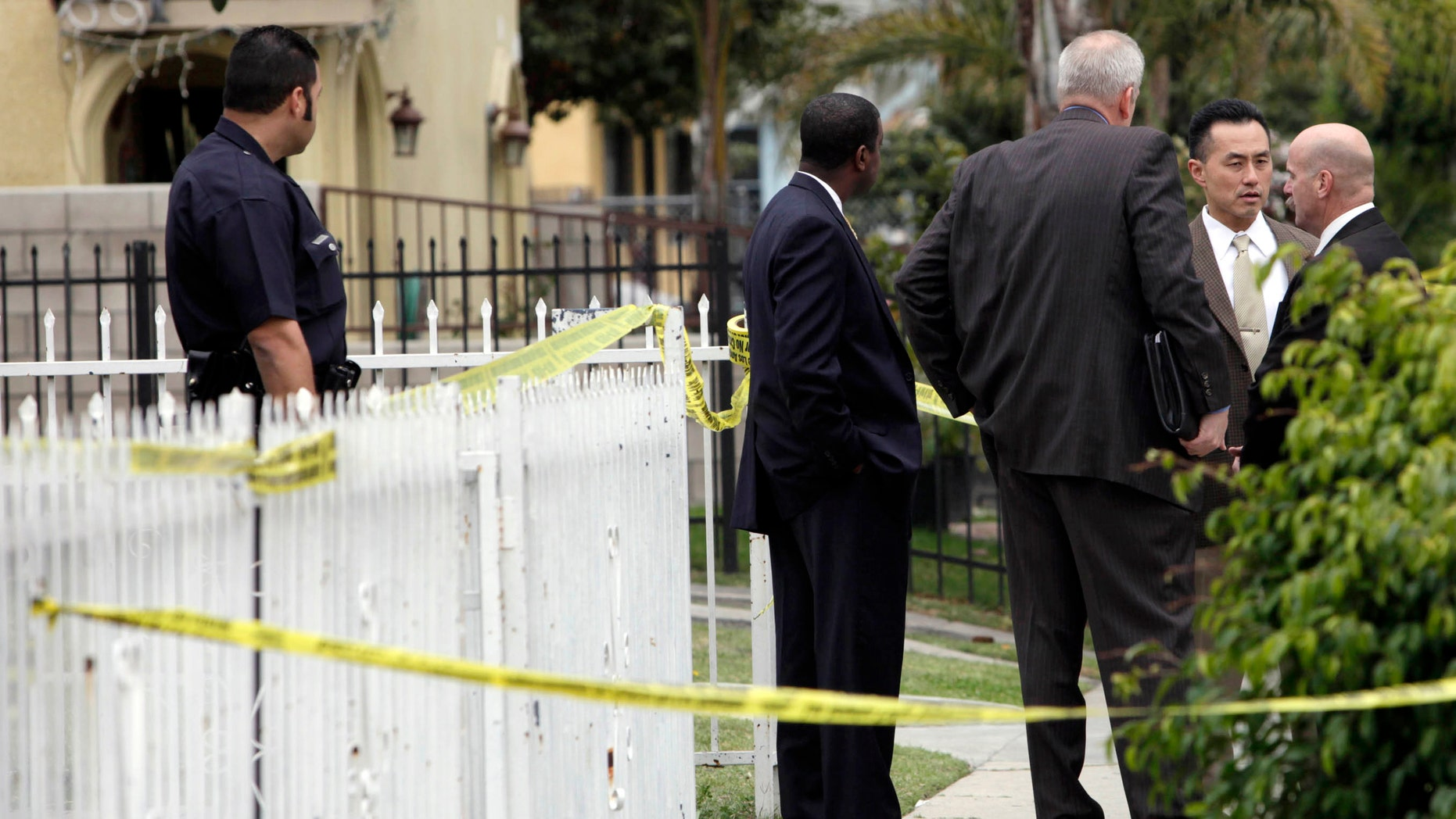 Los Angeles police investigators are shown at the site of a drowning Wednesday Feb. 15, 2012 in Los Angeles.  A Los Angeles mother has been detained after the drowning death of a 1-year-old girl and the critical injury of a 5-year-old girl.    (AP Photo/Nick Ut)