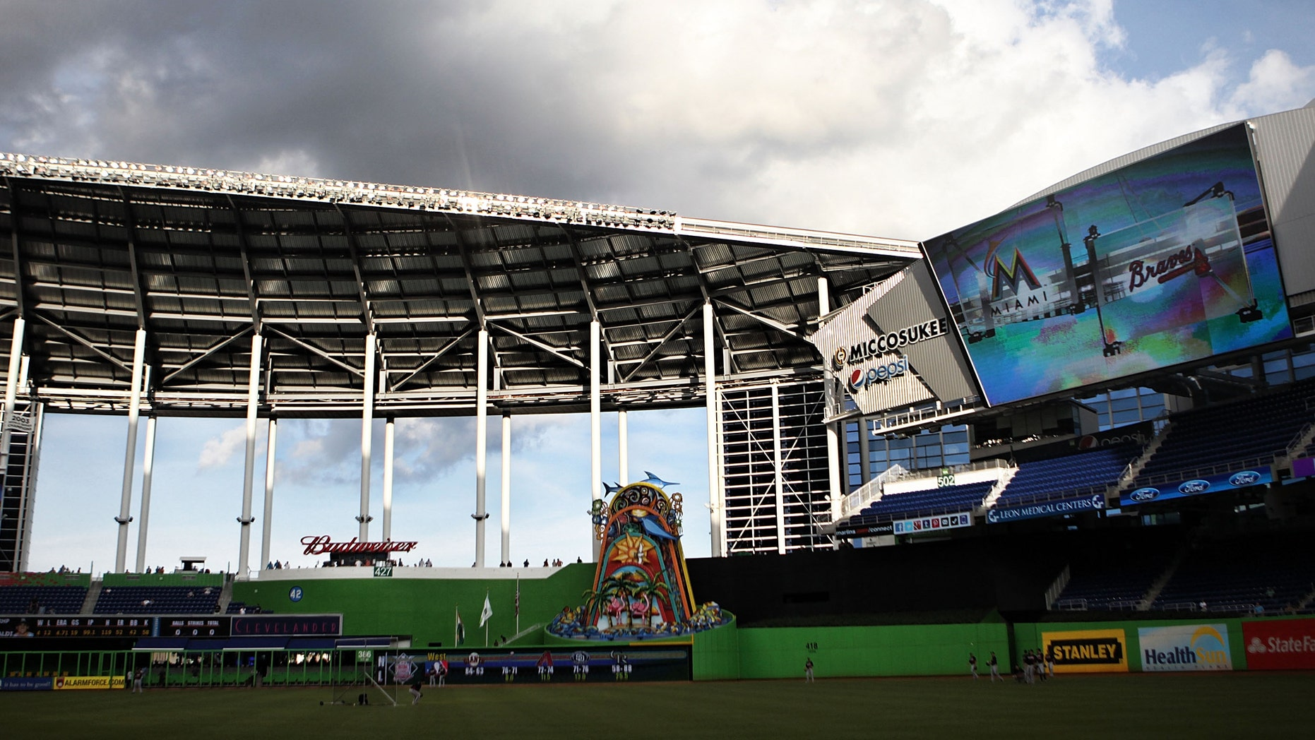 MIAMI, FL - SEPTEMBER 18:  A general view of the park with the roof open as the Atlanta Braves prepare against the Miami Marlins by taking batting practice at Marlins Park on September 18, 2012 in Miami, Florida.  (Photo by Marc Serota/Getty Images)