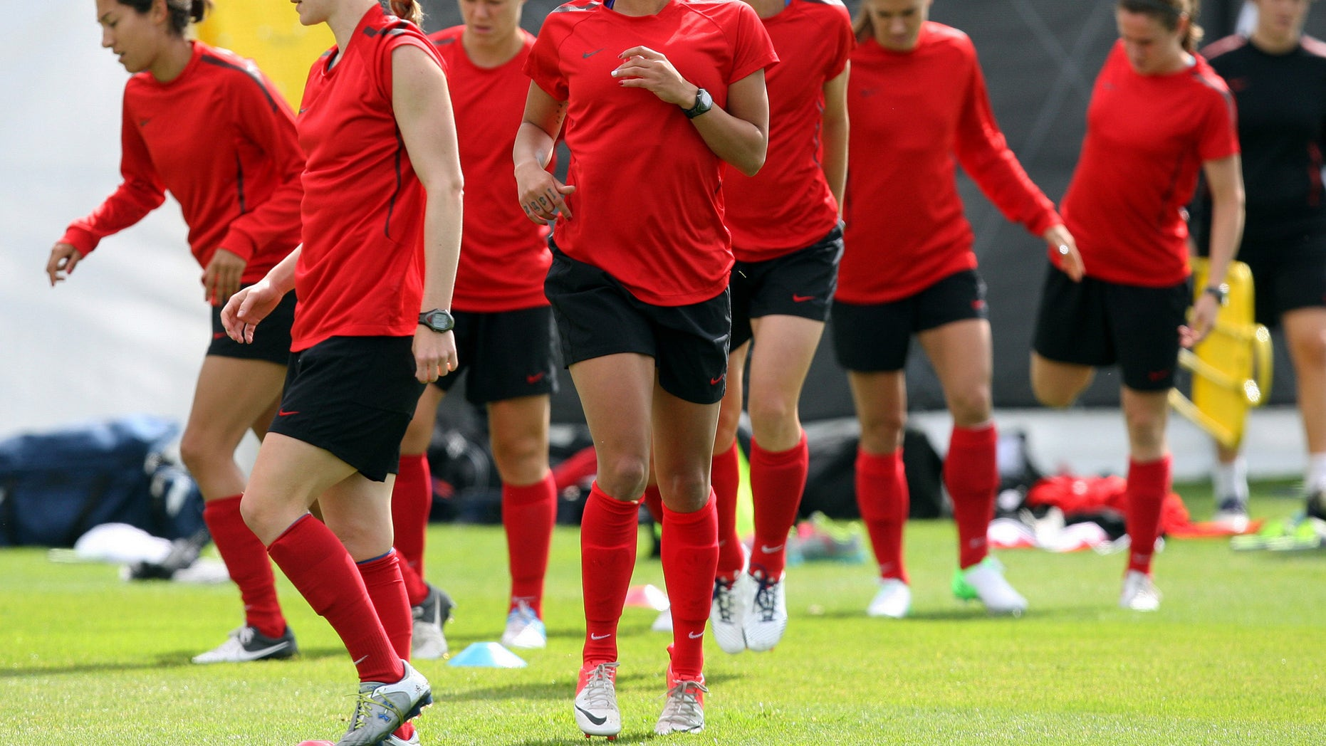 United States' Sydney Leroux, center, trains during soccer practice for the 2012 London Summer Olympics at Cochrane Park in Newcastle, England, on Thursday, Aug. 2, 2012. The United States will face New Zealand in the women's quarter final soccer match on Friday. (AP Photo/Scott Heppell)