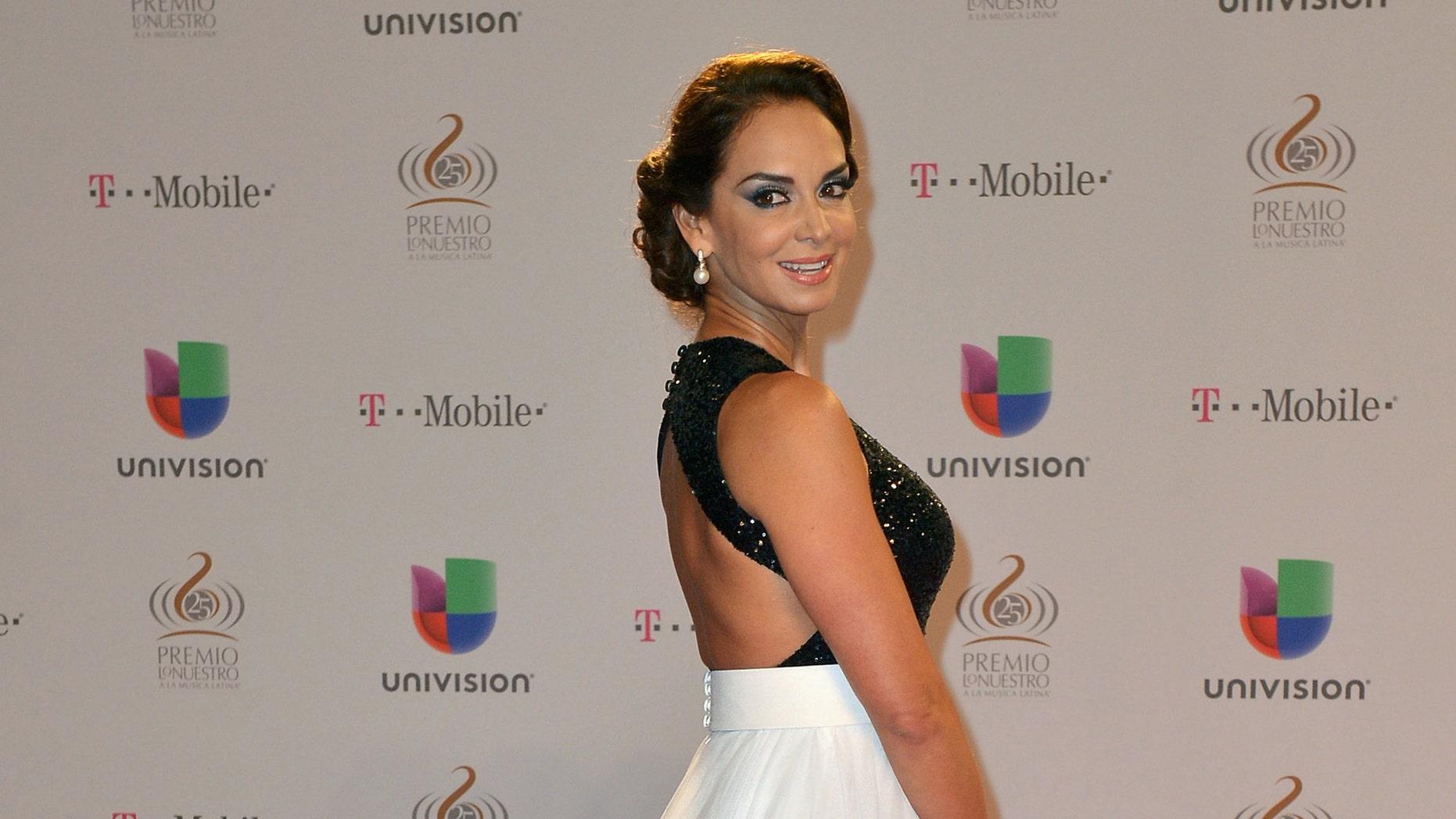 """MIAMI, FL - FEBRUARY 21:  Lupita Jones arrives at the 25th Anniversary of Univision's """"Premio Lo Nuestro A La Musica Latina"""" on February 21, 2013 in Miami, Florida.  (Photo by Gustavo Caballero/Getty Images for Univision)"""