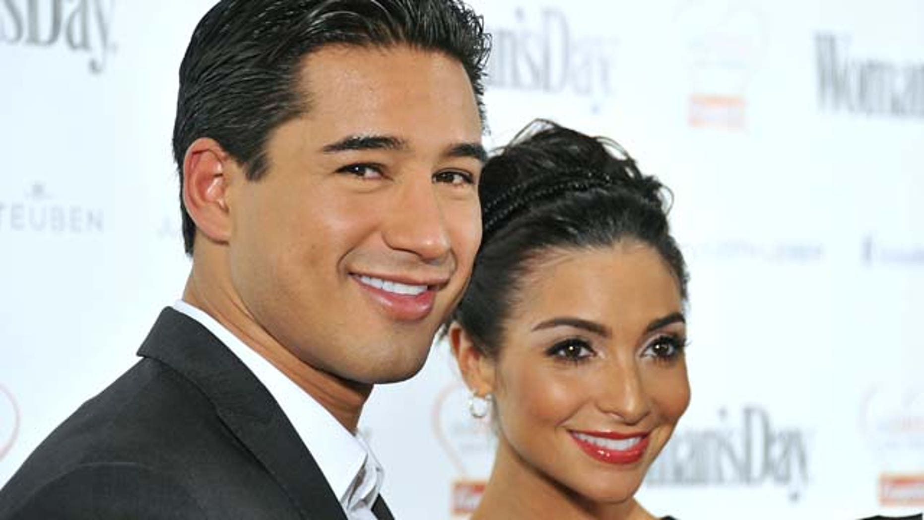 NEW YORK, NY - FEBRUARY 08:  Actor and television personality Mario Lopez and girlfriend Courtney Mazza attend the Woman's Day 8th Annual Red Dress awards at Jazz at Lincoln Center on February 8, 2011 in New York City.  (Photo by Mike Coppola/Getty Images)