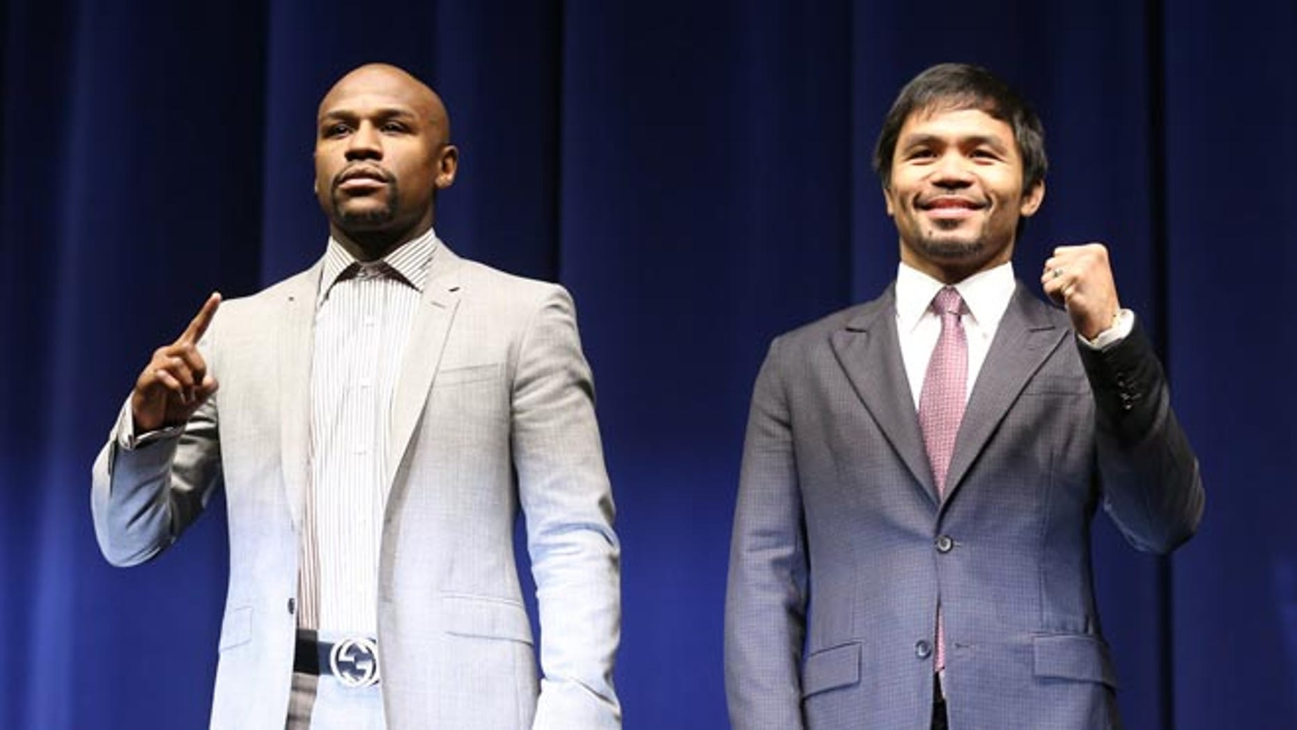 LOS ANGELES, CA - MARCH 11:  Floyd Mayweather (L) and Manny Pacquiao pose together at the start of their Press Conference promoting their upcoming fight on March 11, 2015 in Los Angeles, California.  (Photo by Stephen Dunn/Getty Images)