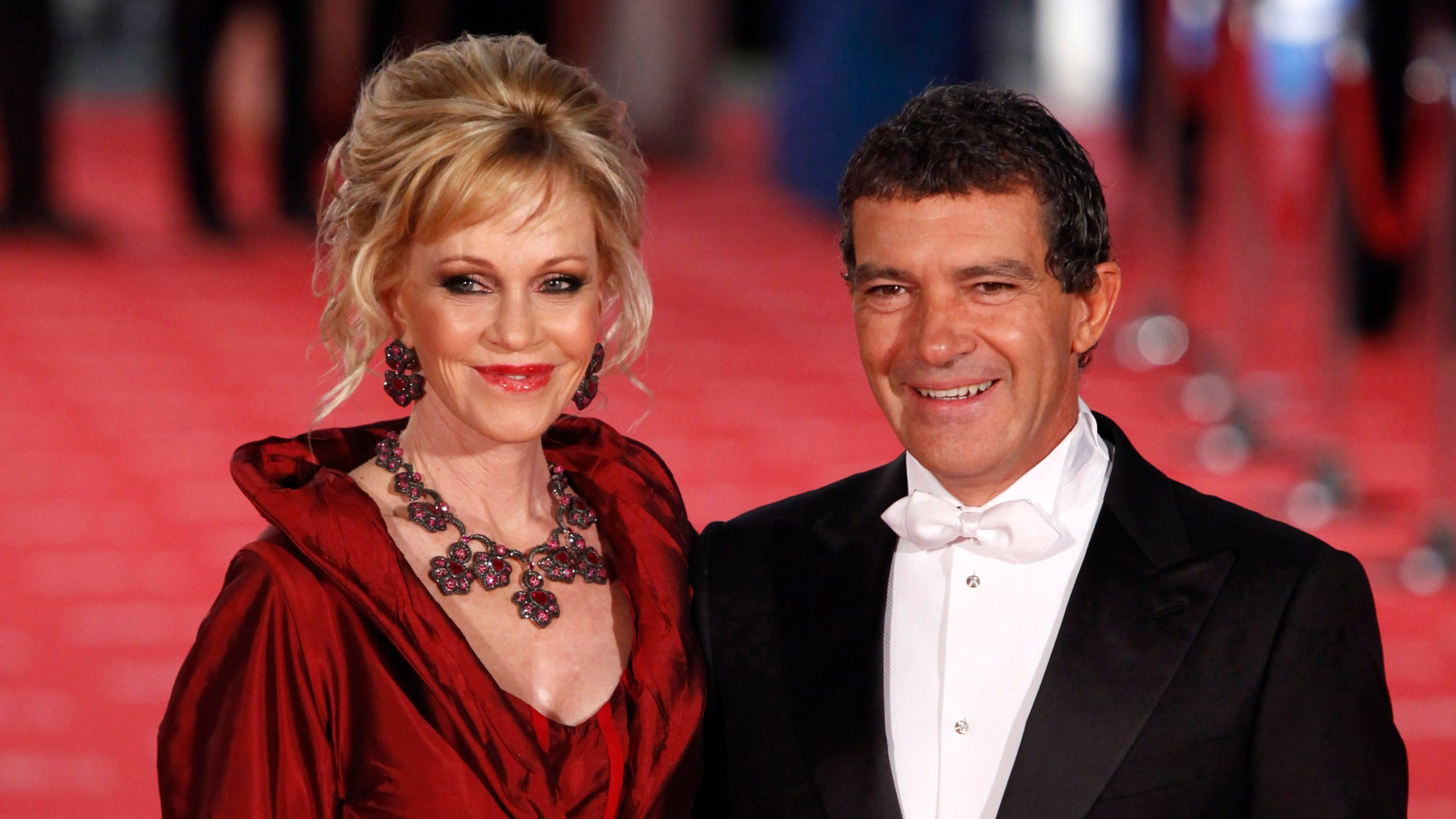 MADRID, SPAIN - FEBRUARY 19:  Melanie Griffith and Antonio Banderas arrives to Goya Cinema Awards 2012 ceremony, at the Palacio Municipal de Congresos on February 19, 2012 in Madrid, Spain.  (Photo by Pablo Blazquez Dominguez/Getty Images)