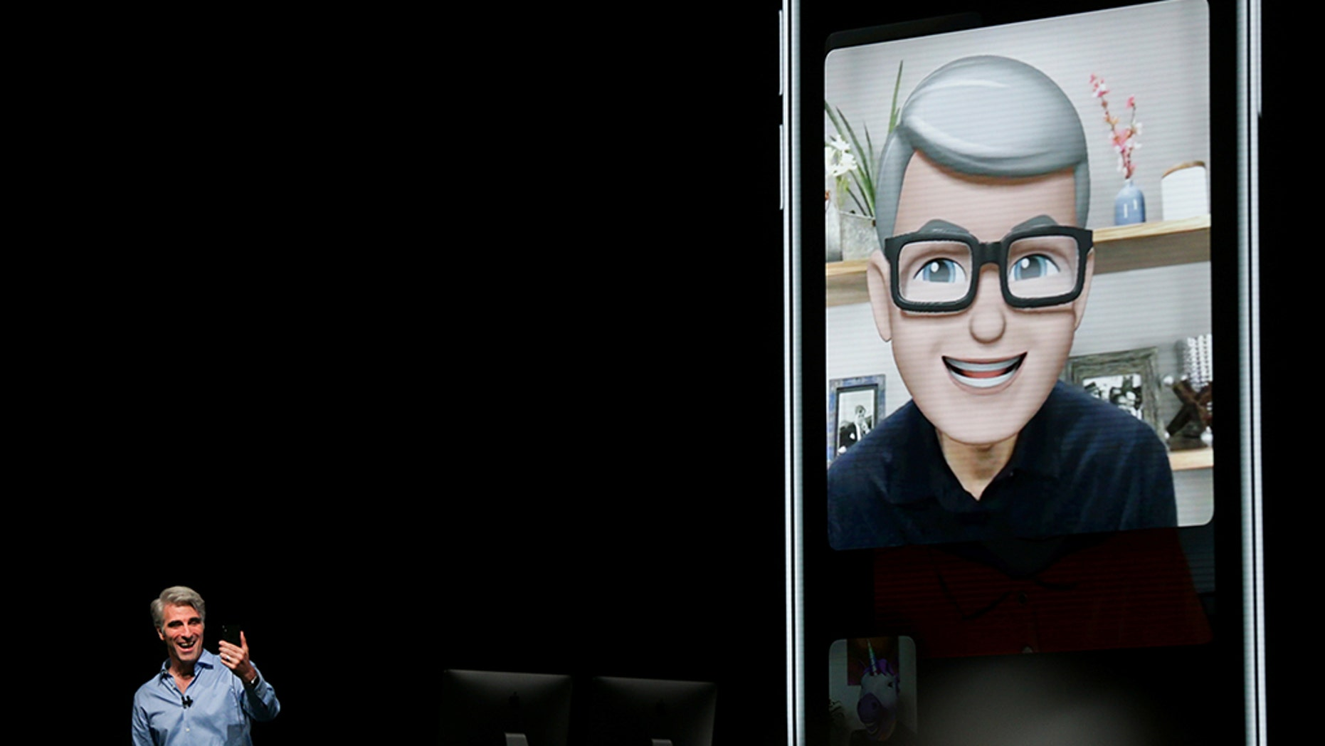 Apple senior vice president of Software Engineering Craig Federighi speaks with Apple CEO Tim Cook using the new group Facetime feature at the Apple Worldwide Developer conference (WWDC) in San Jose, California, U.S., June 4, 2018.   REUTERS/Elijah Nouvelage - RC1A8138D8E0