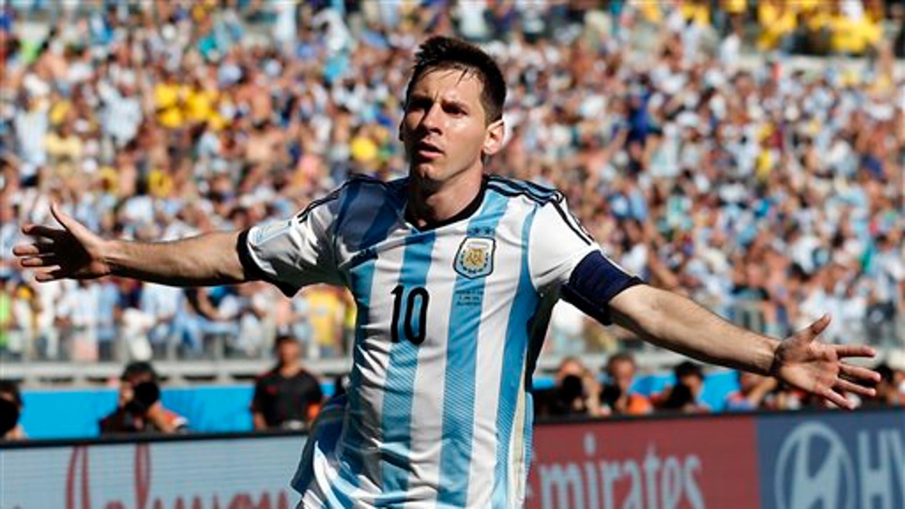 El jugador de Argentina, Lionel Messi, festeja un gol contra Irán en el Mundial el sábado, 21 de junio de 2014, en Belo Horizonte, Brasil. (AP Photo/Jon Super)