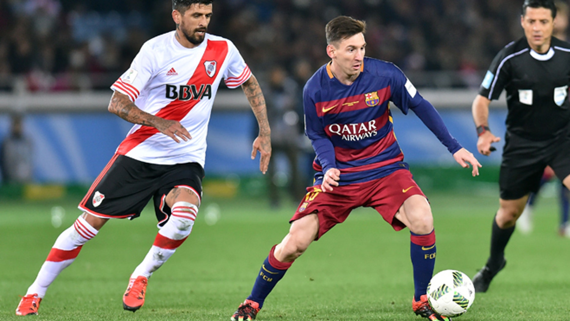 YOKOHAMA, JAPAN - DECEMBER 20:  Lionel Messi of FC Barcelona controls the ball during the final match between River Plate and FC Barcelona at International Stadium Yokohama on December 20, 2015 in Yokohama, Japan.  (Photo by Atsushi Tomura/Getty Images)