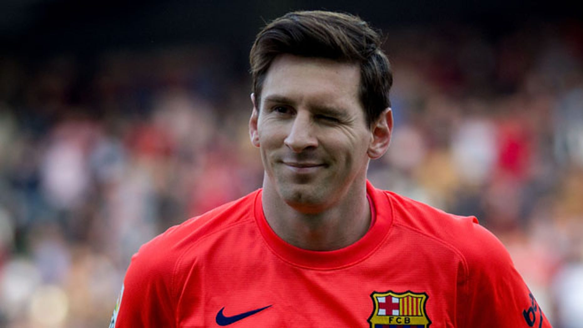 SEVILLE, SPAIN - APRIL 11: Lionel Messi of FC Barcelona wrinkres his eye prior to start the La Liga match between Sevilla FC and FC Barcelona at Estadio Ramon Sanchez Pizjuan on April 11, 2015 in Seville, Spain.  (Photo by Gonzalo Arroyo Moreno/Getty Images)