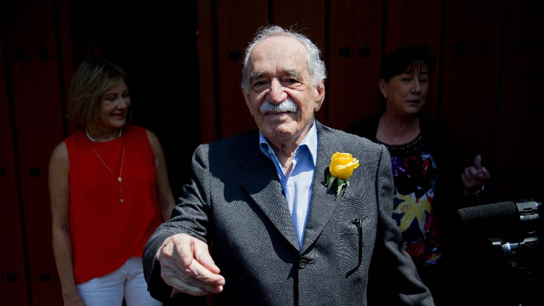 """FILE - In this March 6, 2014, file photo, Colombian Nobel Literature laureate Gabriel Garcia Marquez greets fans and reporters outside his home on his birthday in Mexico City. The family of says Nobel laureate Gabriel Garcia Marquez says his health is """"very fragile"""" after he left a Mexico City hospital on April 8. Garcia Marquez is at his home in Mexico City after eight days in the hospital last week for treatment of pneumonia and related problems. (AP Photo/Eduardo Verdugo, File)"""