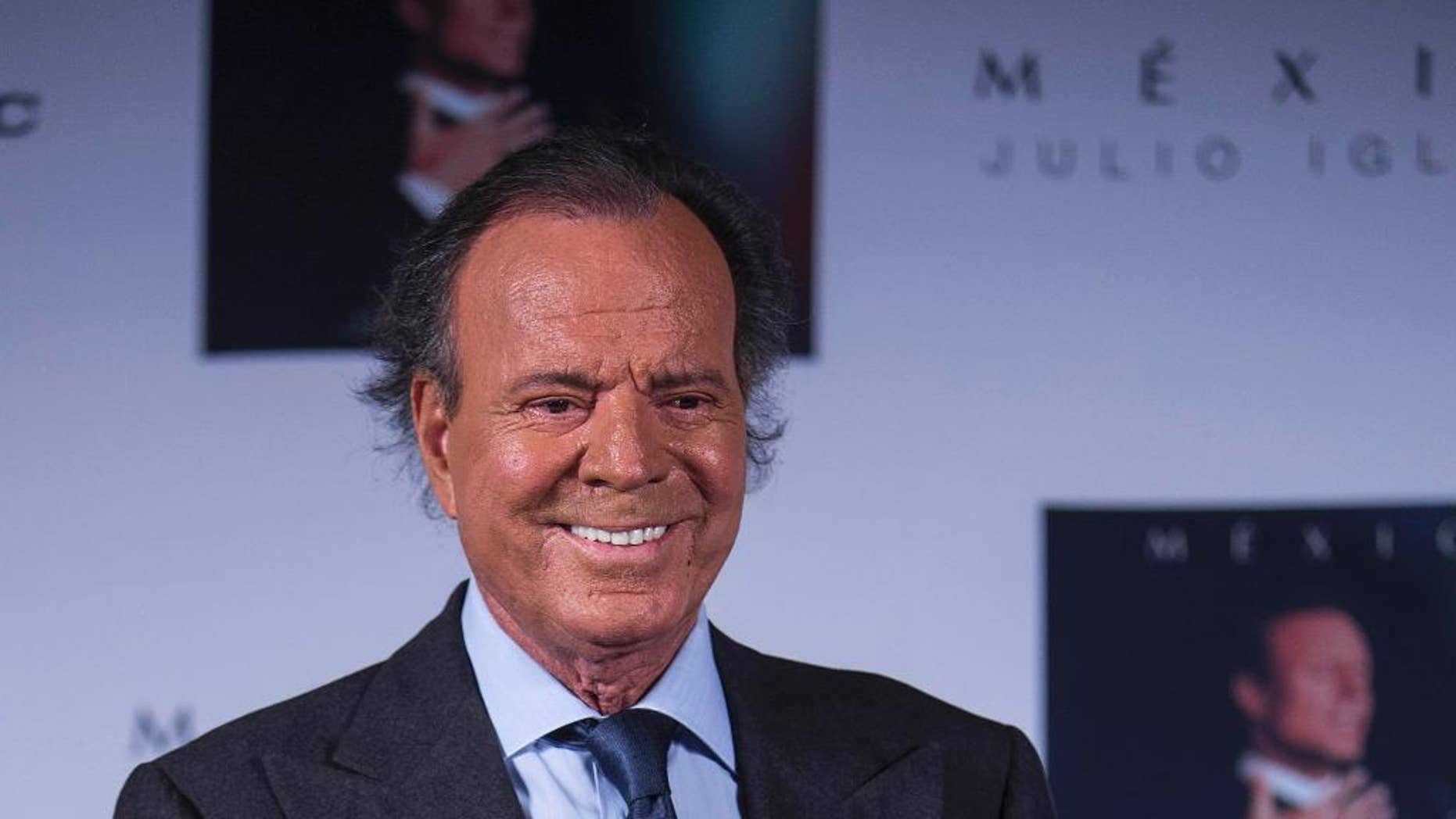 """FILE - In this Sept. 23, 2015, file photo, Spain's singer Julio Iglesias acknowledges the media during a press conference promoting his album """"Mexico"""" in Mexico City. Iglesias called Donald Trump a clown during an interview published Wednesday, Oct. 7, 2105, in the Spanish newspaper La Vanguardia, and vowed not to sing again in his casinos. (AP Photo/Christian Palma, File)"""