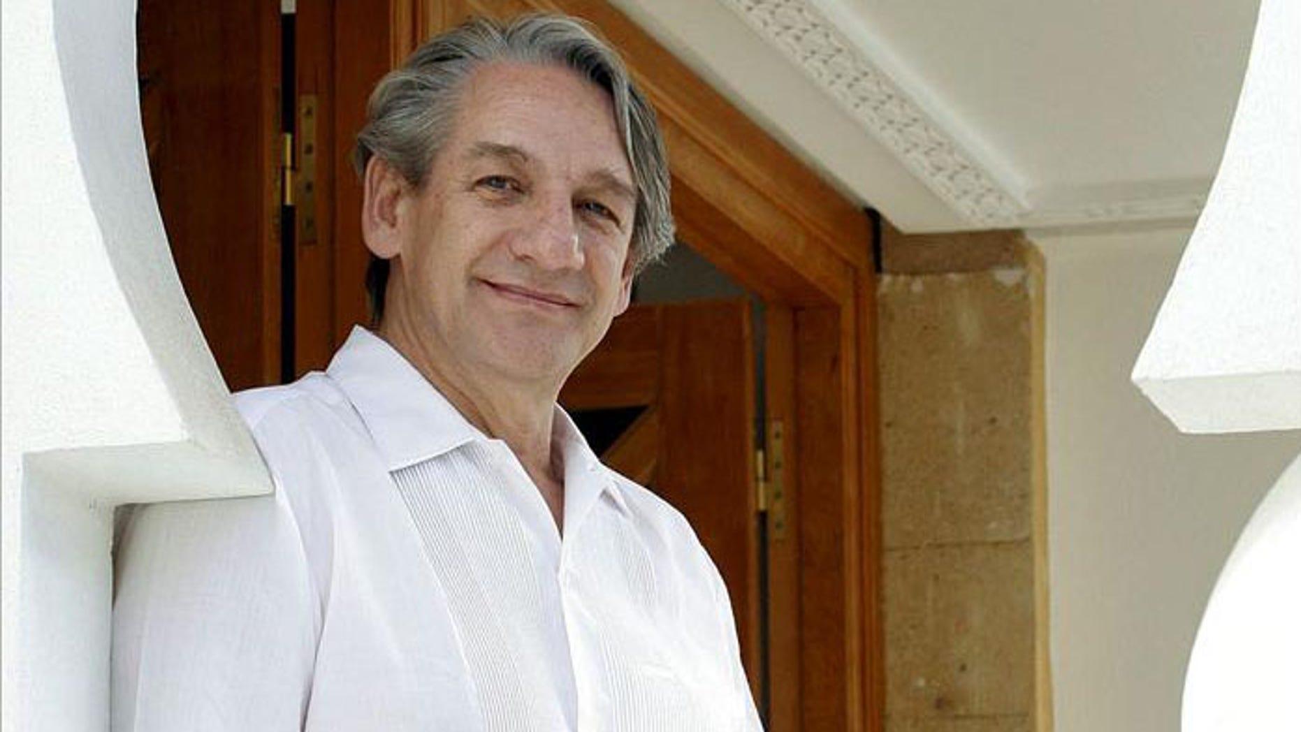 "Carlos Mijares Bracho receives honor in Mexico City for his usage of traditional ""xamixcalli"" bricks."