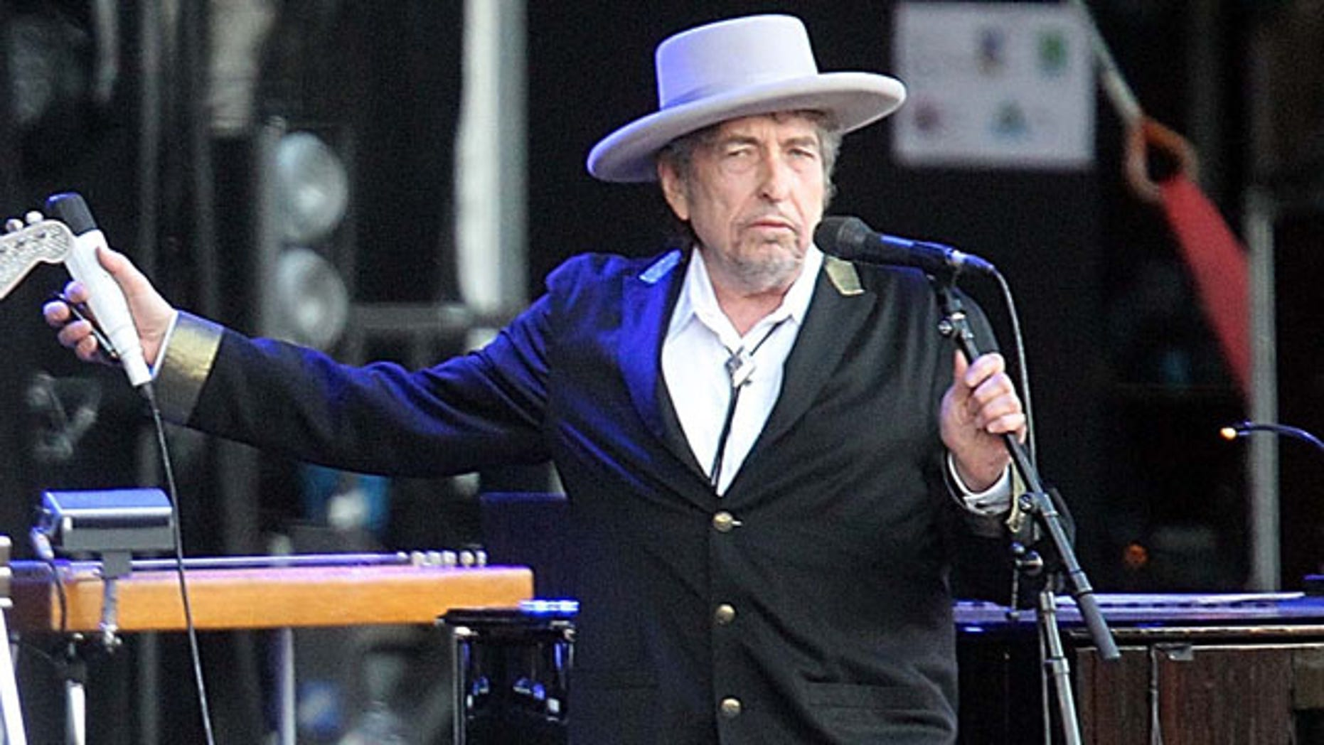 """FILE - This July 22, 2012 file photo shows U.S. singer-songwriter Bob Dylan performing on at """"Les Vieilles Charrues"""" Festival in Carhaix, western France. (AP Photo)"""