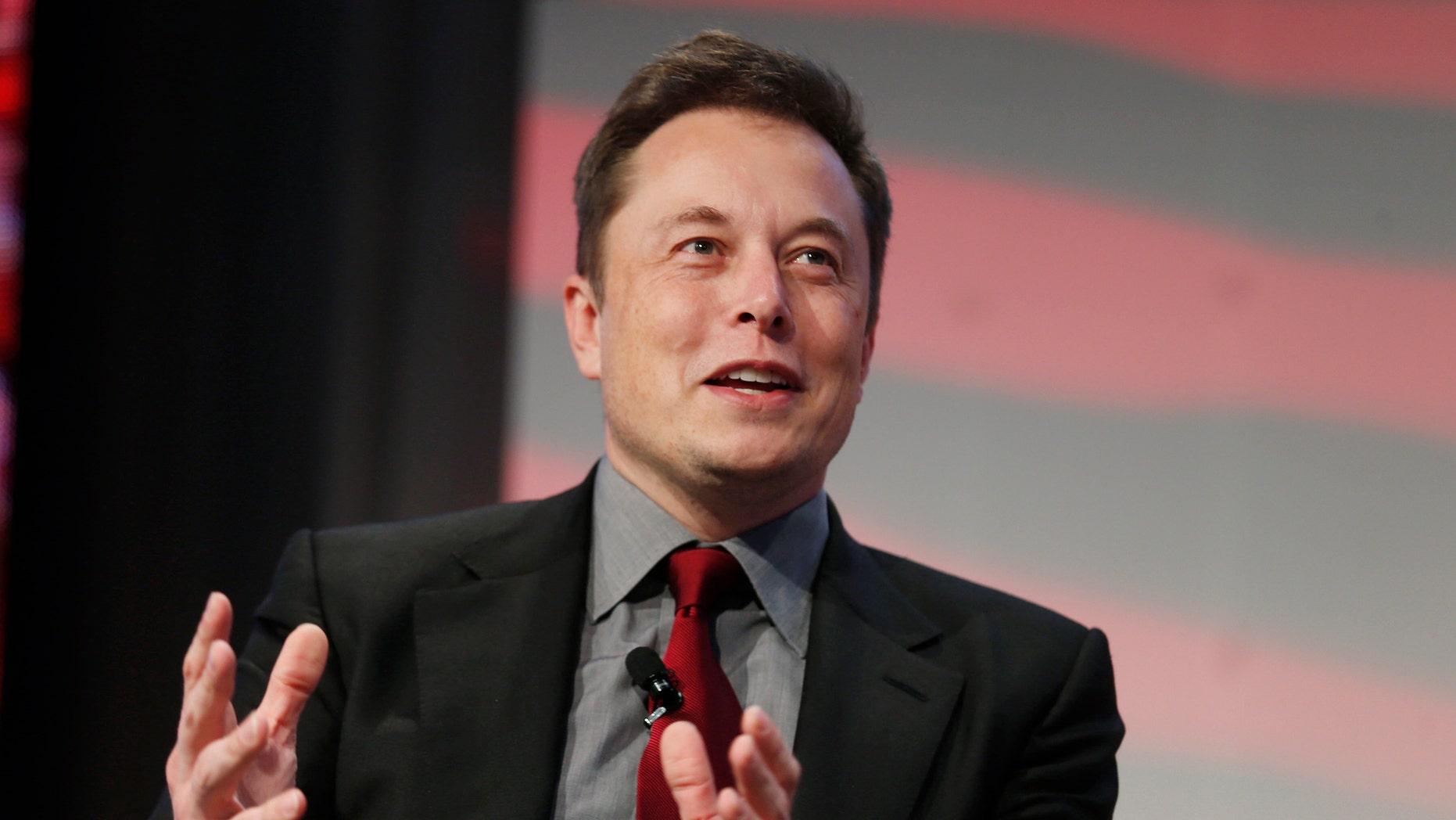Tesla Motors CEO Elon Musk talks at the Automotive World News Congress at the Renaissance Center in Detroit, Michigan, Jan.13, 2015.
