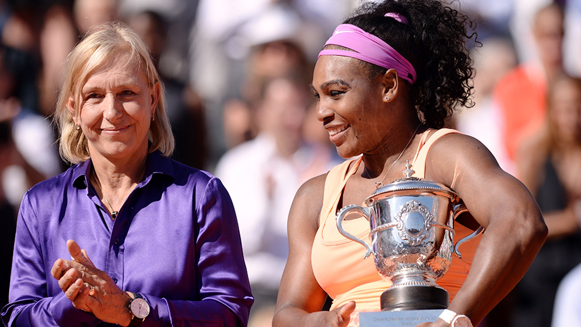 Martina Navratilova applauding Serena Williams after Williams' victory in the 2015 French Open women's singles final.