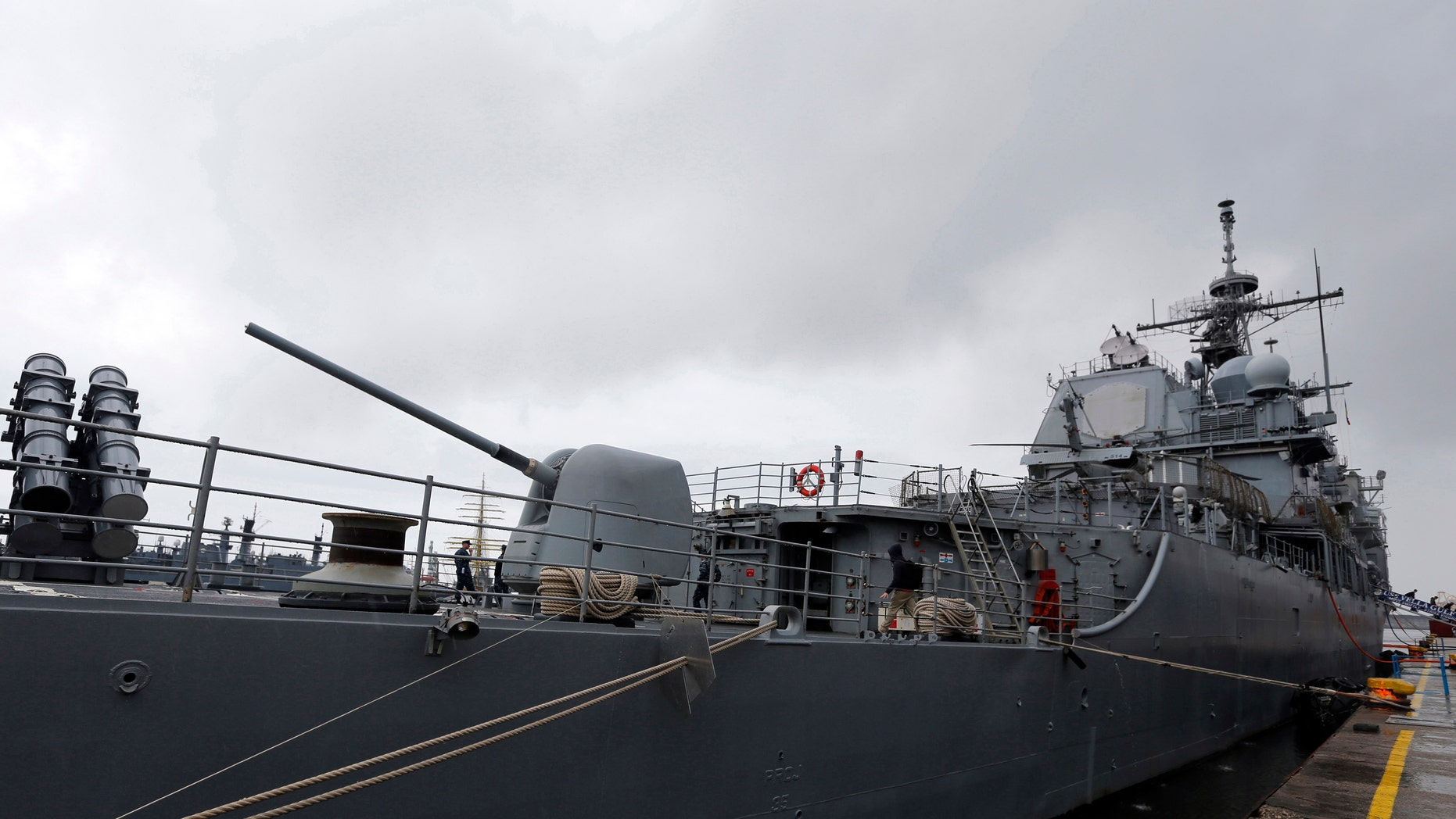 A view of U.S. Navy cruiser Vella Gulf in the Black Sea port of Constanta June 5, 2014. U.S. Defence Secretary Chuck Hagel visited the U.S. Navy cruiser Vella Gulf on rotational duty in the Black Sea, before making his way to Normandy to commemorate the 70th anniversary of the D-Day invasion. The United States will strengthen its presence in the Black Sea region using part of a $1 billion fund promised to NATO allies on Russia's borders, and will continue to send warships to the area, Defence Secretary Chuck Hagel said in Romania on Thursday. REUTERS/Bogdan Cristel (ROMANIA - Tags: ANNIVERSARY MILITARY POLITICS MARITIME CONFLICT) - RTR3SDAK