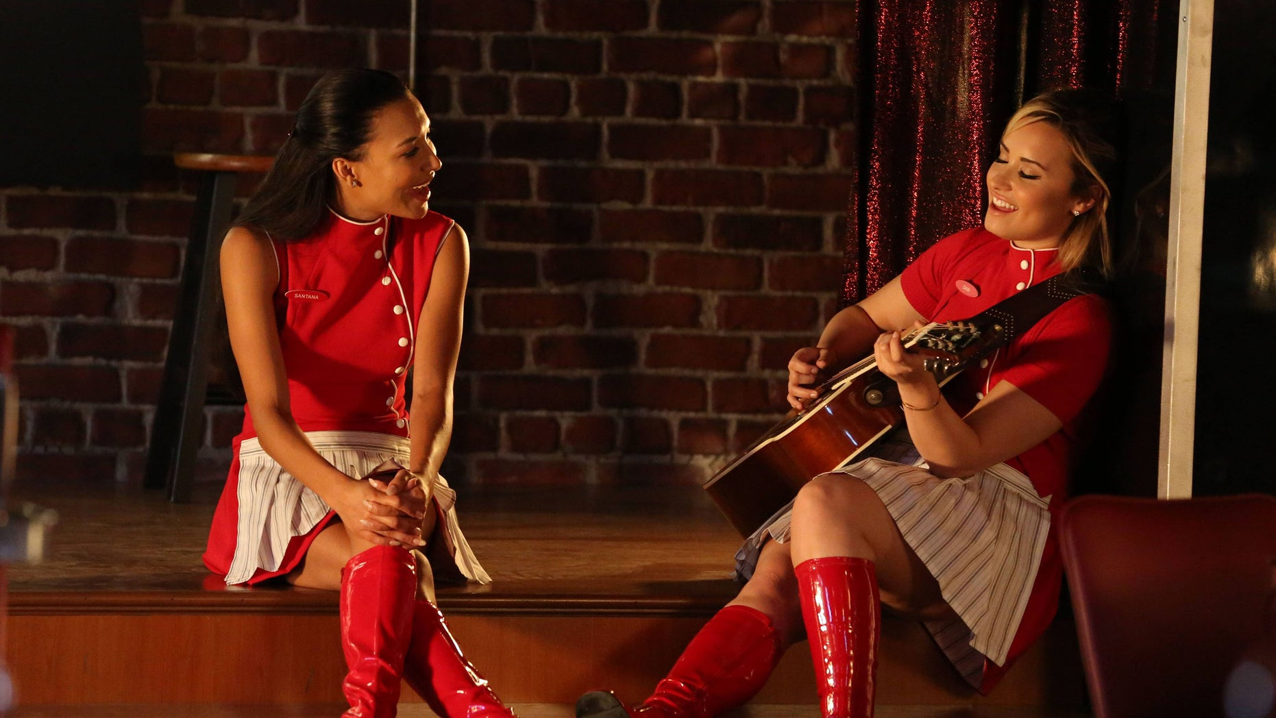 Santana (Naya Rivera) and Dani (guest star Demi Lovato) perform in an episode of 'Lee' That Aired Thursday, Oct. 3, 2013.