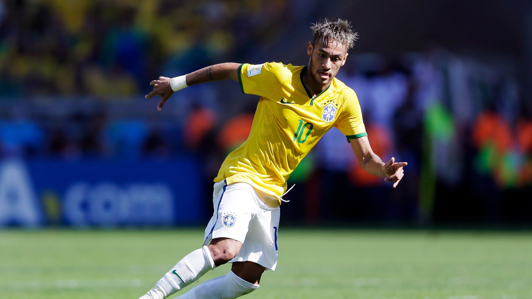 Brazil's Neymar runs with the ball  during the World Cup round of 16 soccer match between Brazil and Chile at the Mineirao Stadium in Belo Horizonte, Brazil, Saturday, June 28, 2014.(AP Photo/Andre Penner)