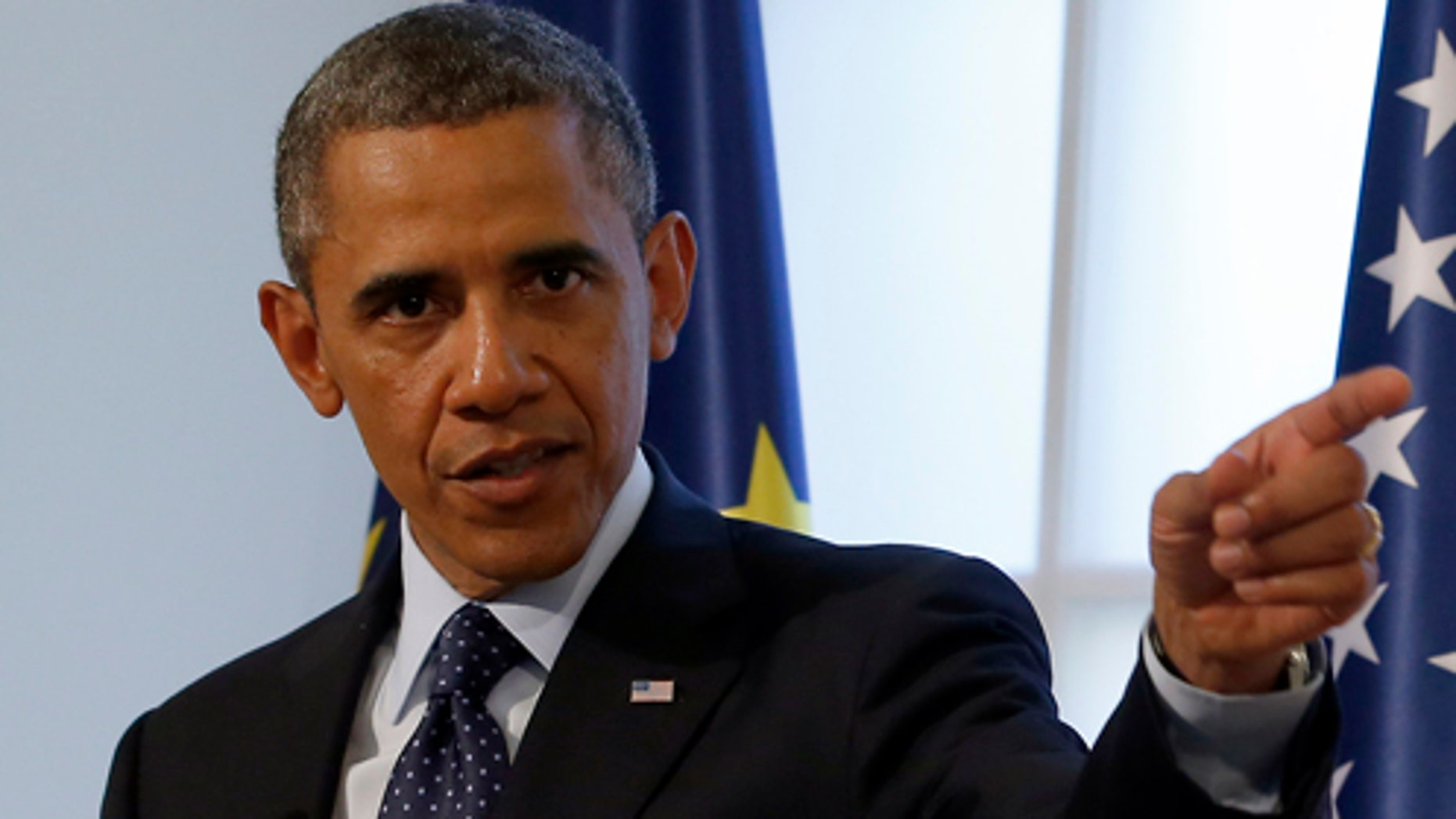 US President Barack Obama delivers a dinner speech at the Charlottenburg palace in Berlin Wednesday, June 19, 2013. Obama is on a two-day  visit to the German capital. (AP Photo/Michael Sohn, pool)