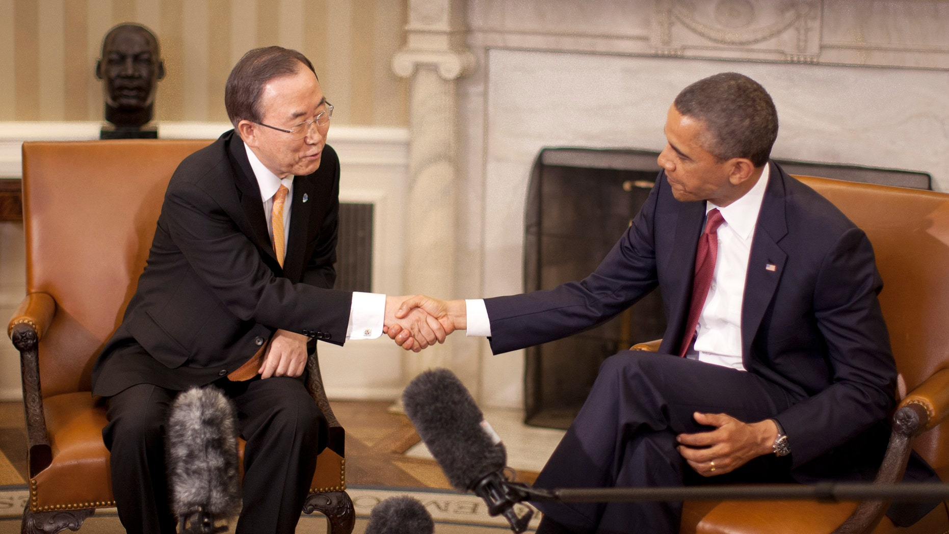 President Barack Obama shakes hands with with UN Secretary-General Ban Ki-moon during their meeting in the Oval Office of the White House in Washington, Thursday, April 11, 2013. (AP Photo/Pablo Martinez Monsivais)