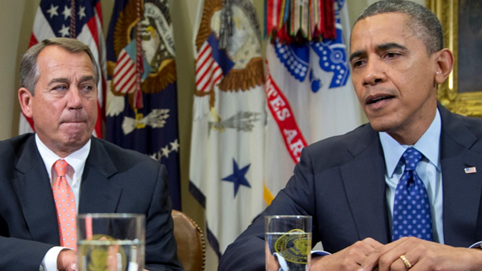 """En esta foto del 16 de noviembre de 2012 aparecen el presidente Barack Obama y el líder de la Cámara de Representantes, John Boehner, en una conferencia de prensa en la Casa Blanca. El miércoles 12 de diciembre, Boehner dijo que persisten las """"graves diferencias"""" en las conversaciones sobre el precipicio fiscal (AP Foto/Carolyn Kaster, archivo)"""