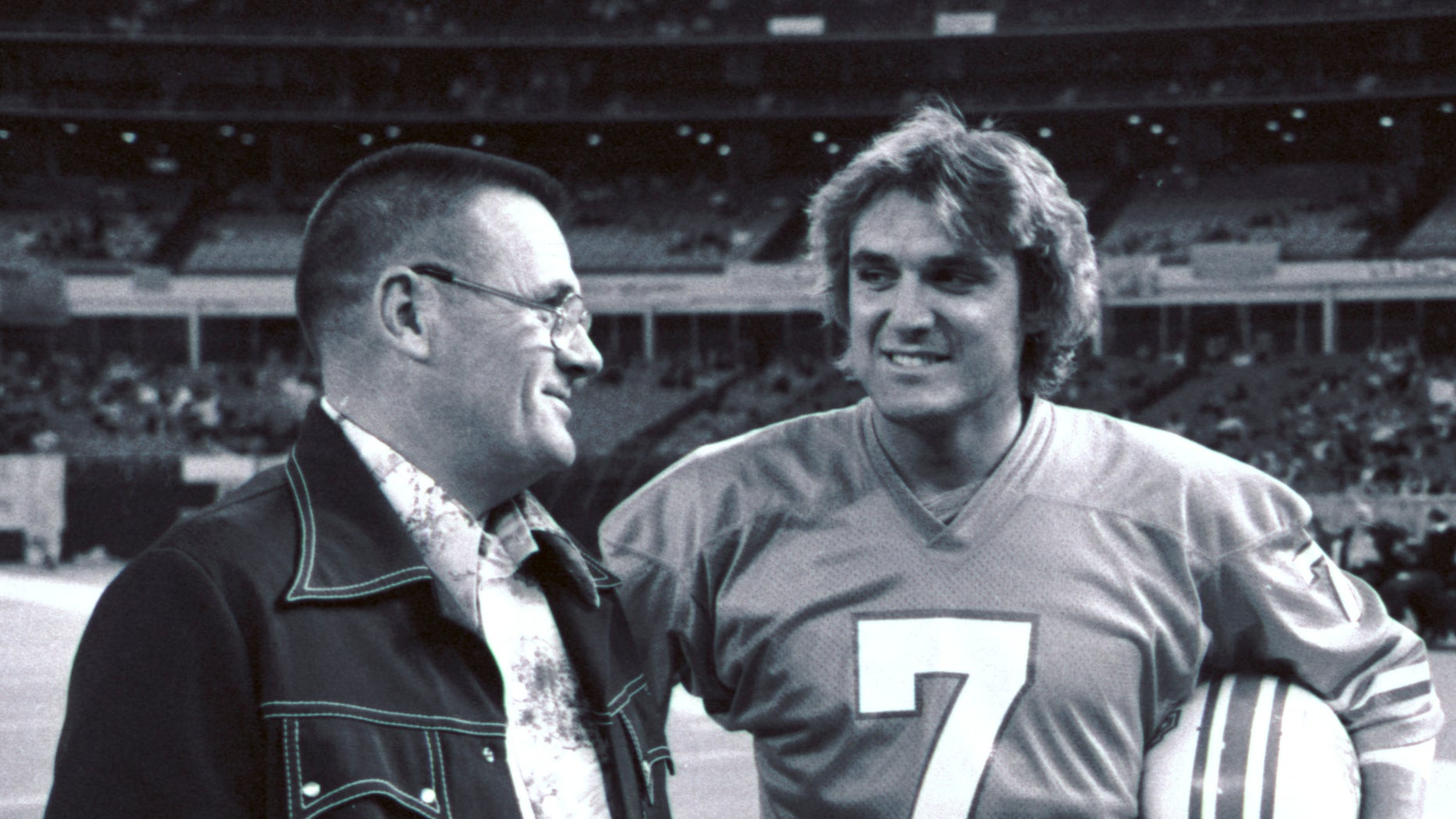 In this November 1975 file photo, Houston Oilers coach Bum Phillips, left, talks with quarterback Dan Pastorini before the Oilers' NFL football game against the Pittsburgh Steelers in Houston.