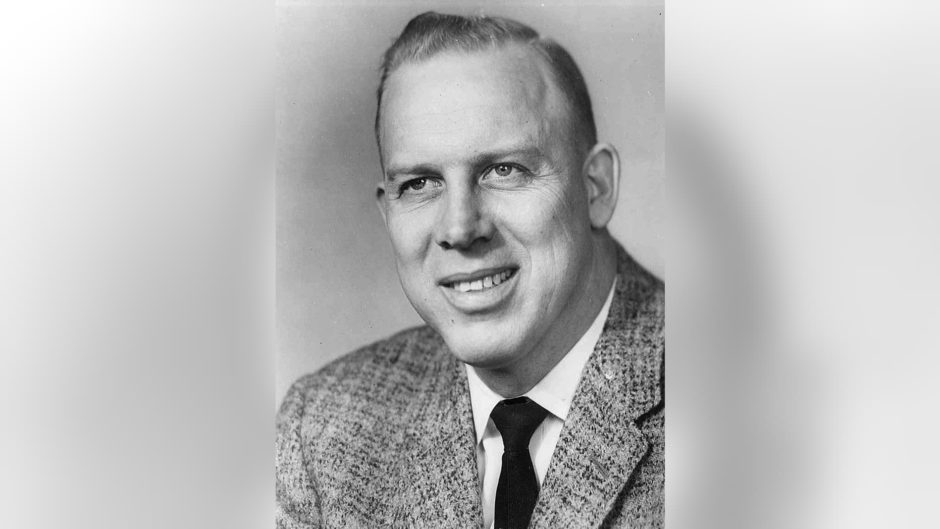 "In this photo provided by the University of North Dakota is head football coach Marvin ""Whitey"" Helling who was UND's head football  coach from 1957 to 1967. The University said Tuesday, Dec.  2, 2014 that Helling, a native of Luverne, Minn., died Sunday in Florida.  He was 91. (AP Photo/University of North Dakota)"