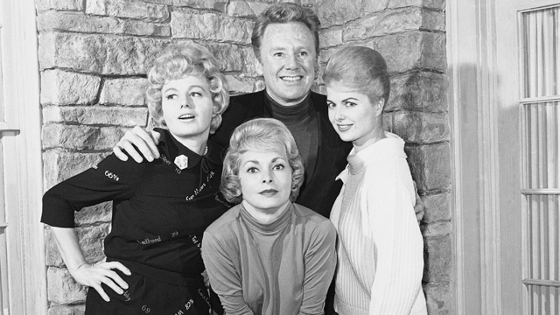 FILE - In this Feb. 9, 1963 file photo, actors Van Johnson, top center, Shelly Winters, from left, Janet Leigh, and Martha Hyer pose for a photo. (AP Photo/Don Brinn, file)