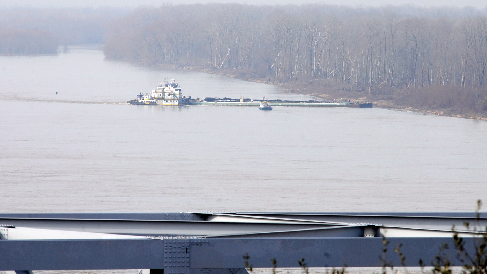 Jan. 27, 2013: The towboat Nature Way Endeavor banks a barge against the western bank of the Mississippi River. The river was closed to all traffic eight miles north and south of Vicksburg.
