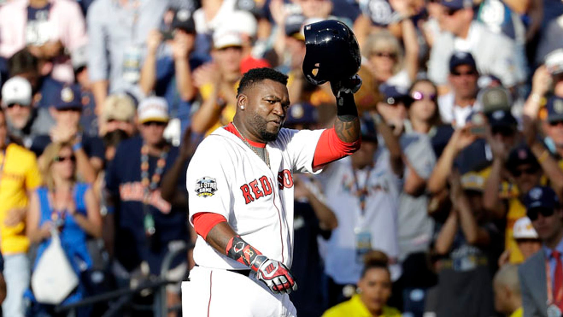 American League's David Ortiz, of the Boston Red Sox, acknowledges the crowd while leaving the game during the second inning of the MLB baseball All-Star Game against the National League, Tuesday, July 12, 2016, in San Diego. (AP Photo/Gregory Bull)