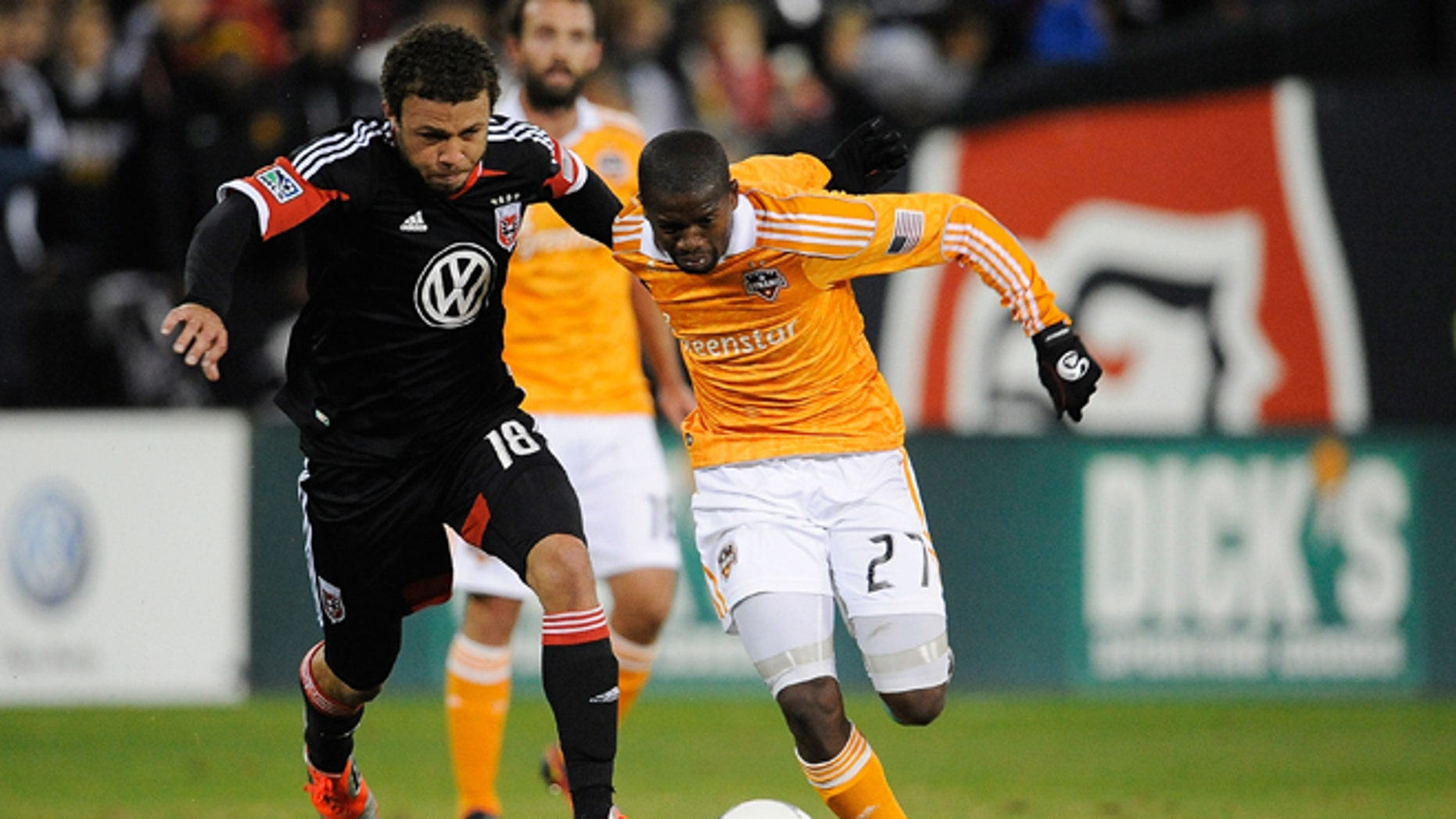 WASHINGTON, DC - NOVEMBER 18:  Boniek Garcia #27 of Houston Dynamo battles for the ball against Nick DeLeon #18 of D.C. United during leg 2 of the Eastern Conference Championship at RFK Stadium on November 18, 2012 in Washington, DC.  (Photo by Patrick McDermott/Getty Images)