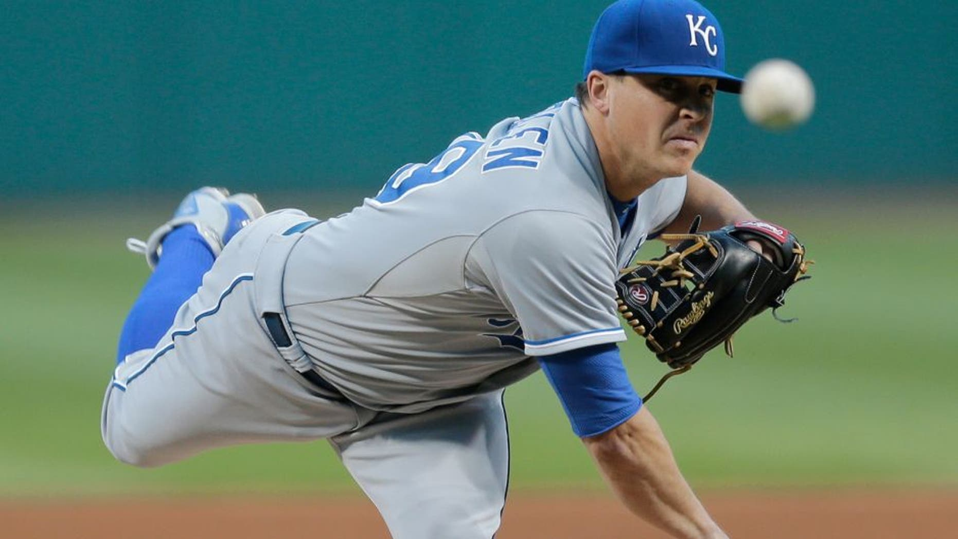 Kansas City Royals starting pitcher Kris Medlen throws during the first inning of a baseball game against the Cleveland Indians, Tuesday, Sept. 15, 2015, in Cleveland. (AP Photo/Tony Dejak)
