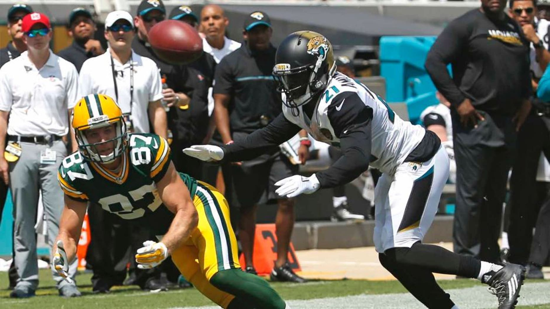 Green Bay Packers wide receiver Jordy Nelson makes a reception in front of Jacksonville Jaguars defensive back Prince Amukamara during the first half in Jacksonville, Fla., Sunday, Sept. 11, 2016.