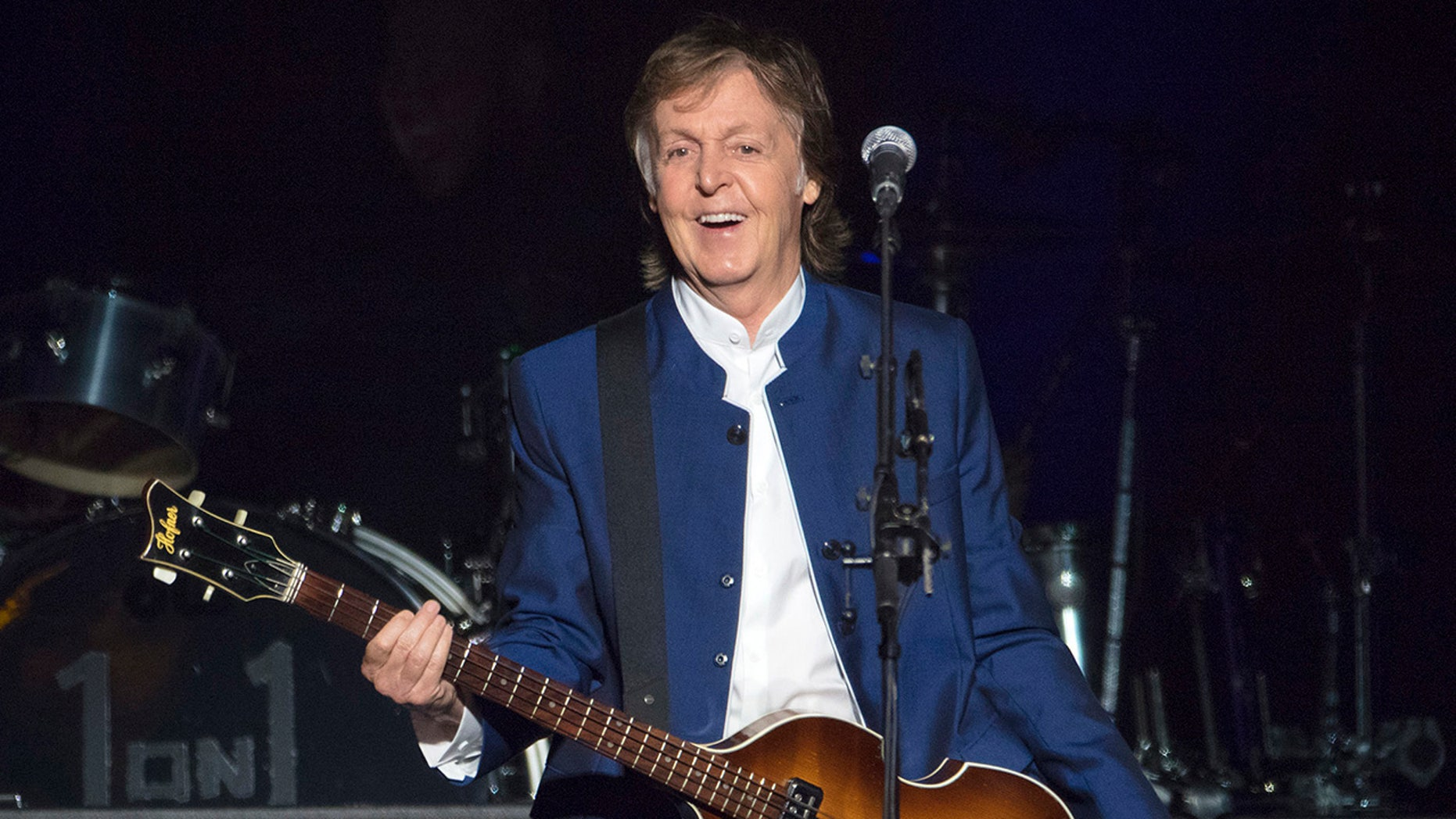 Former Beatle Paul McCartney paid a visit to his old stomping grounds this week, returning to the famed Abbey Road.